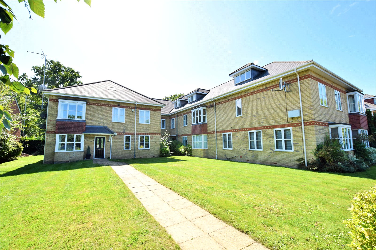 2 Bedrooms Maisonette Flat for sale in Woodmill Court, Ascot, Berkshire, SL5