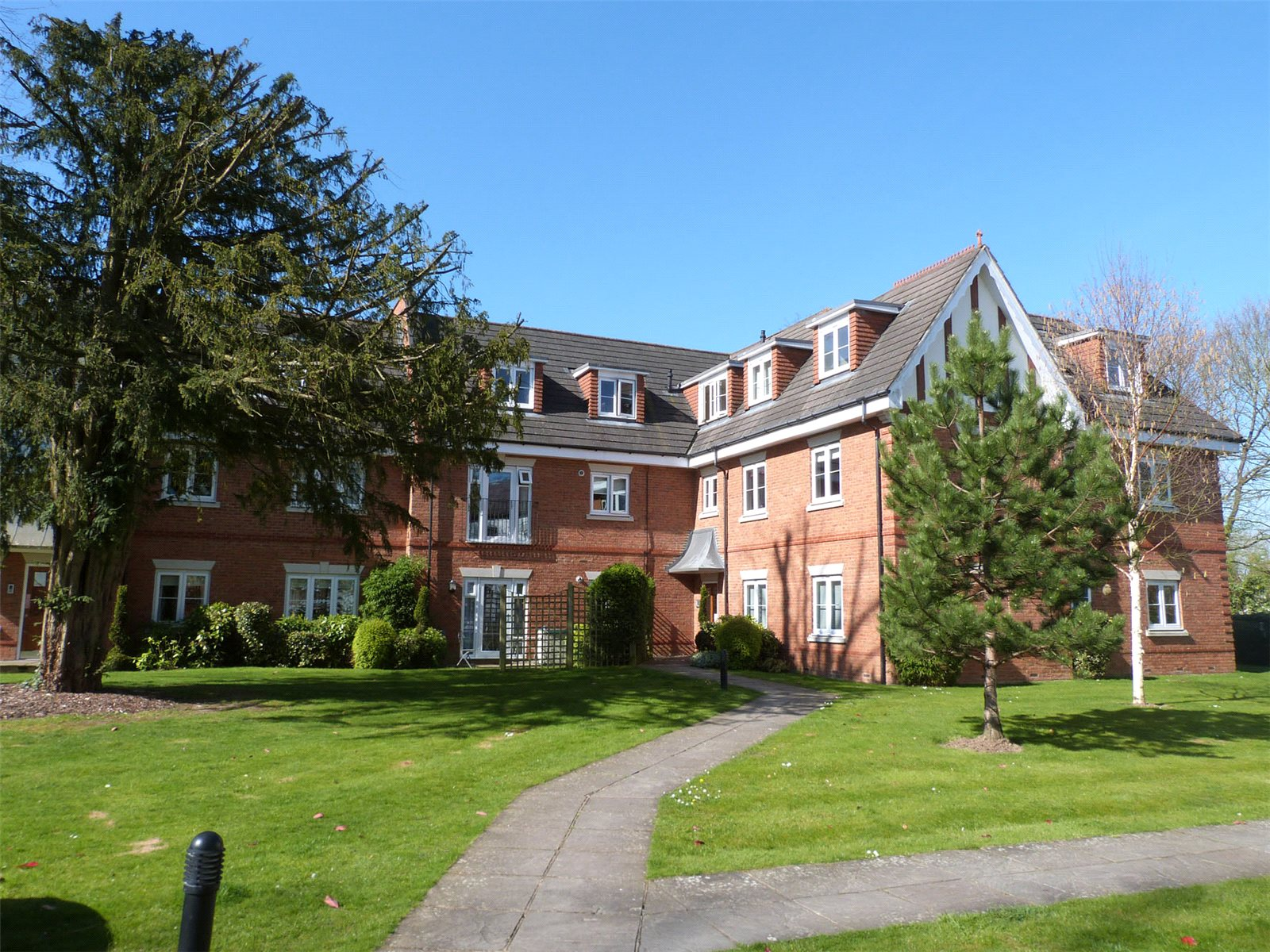 2 Bedrooms Apartment Flat for sale in Oxfordshire Place, Warfield, Berkshire, RG42