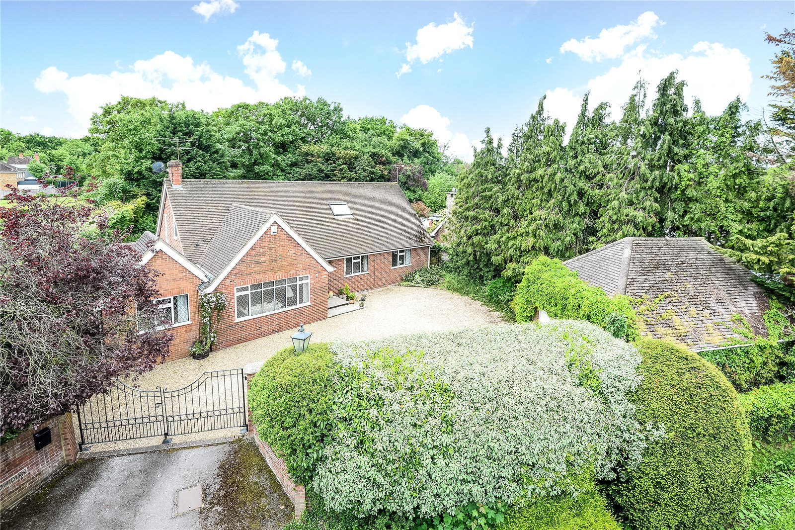4 Bedrooms Detached Bungalow for sale in Warfield Street, Warfield, Berkshire, RG42