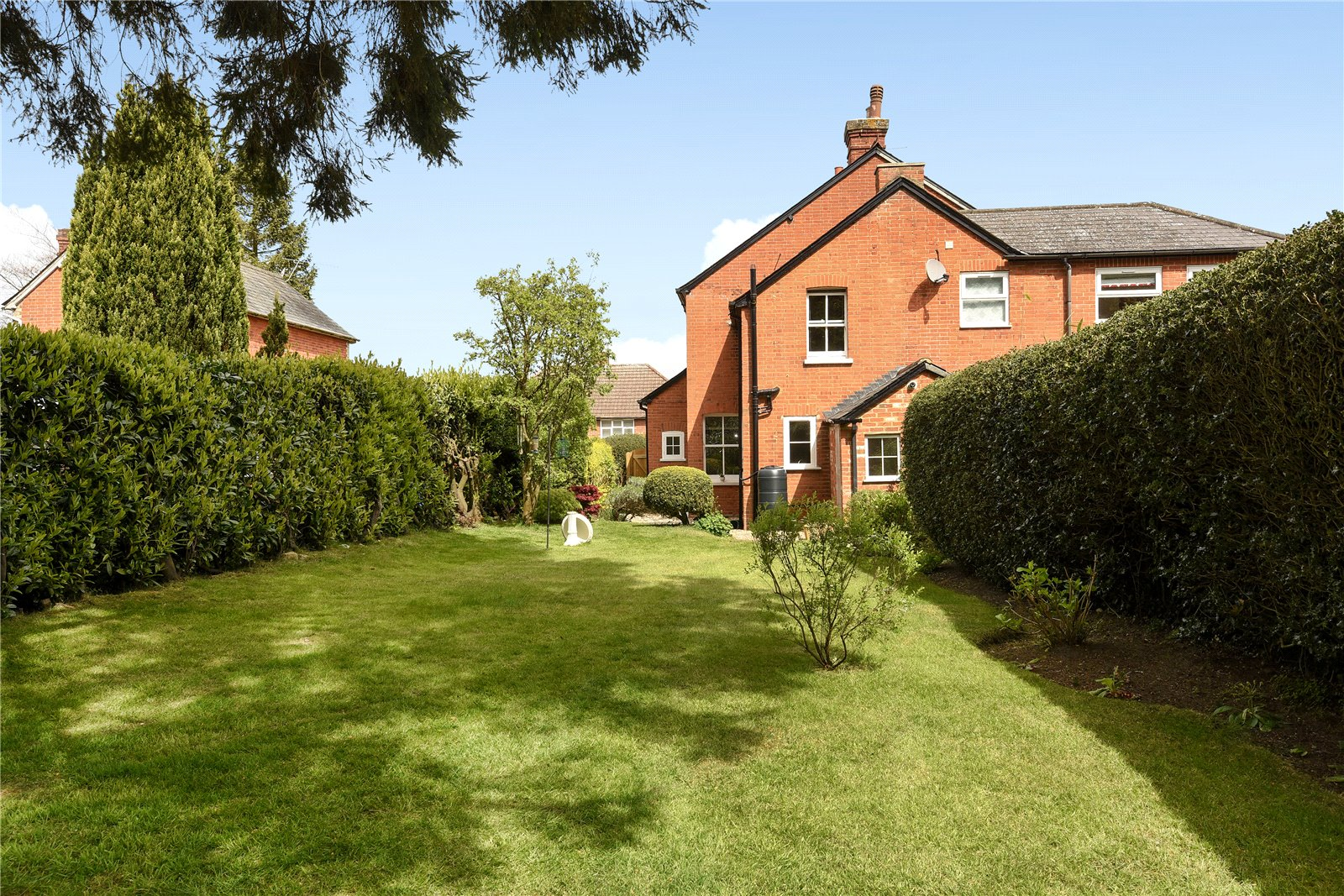 2 Bedrooms Semi Detached House for sale in Church Road, Chavey Down, Ascot, Berkshire, SL5