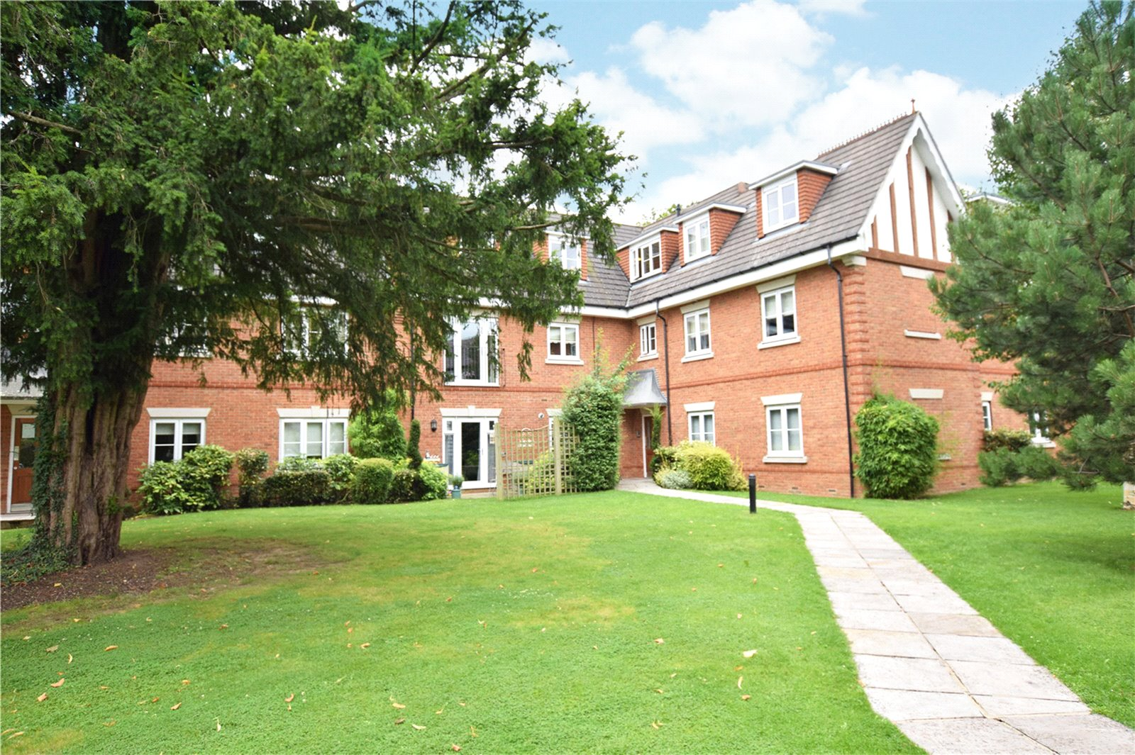 2 Bedrooms Apartment Flat for sale in Oxfordshire Place, Warfield, Bracknell, Berkshire, RG42