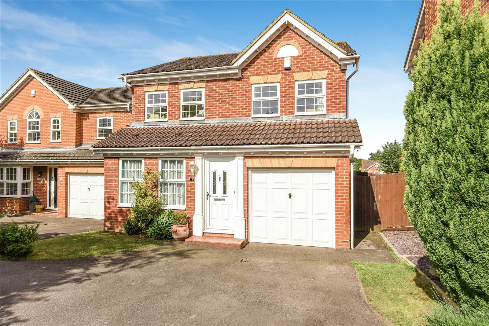 4 Bedrooms Detached House for sale in Essex Rise, Warfield, Bracknell, Berkshire, RG42