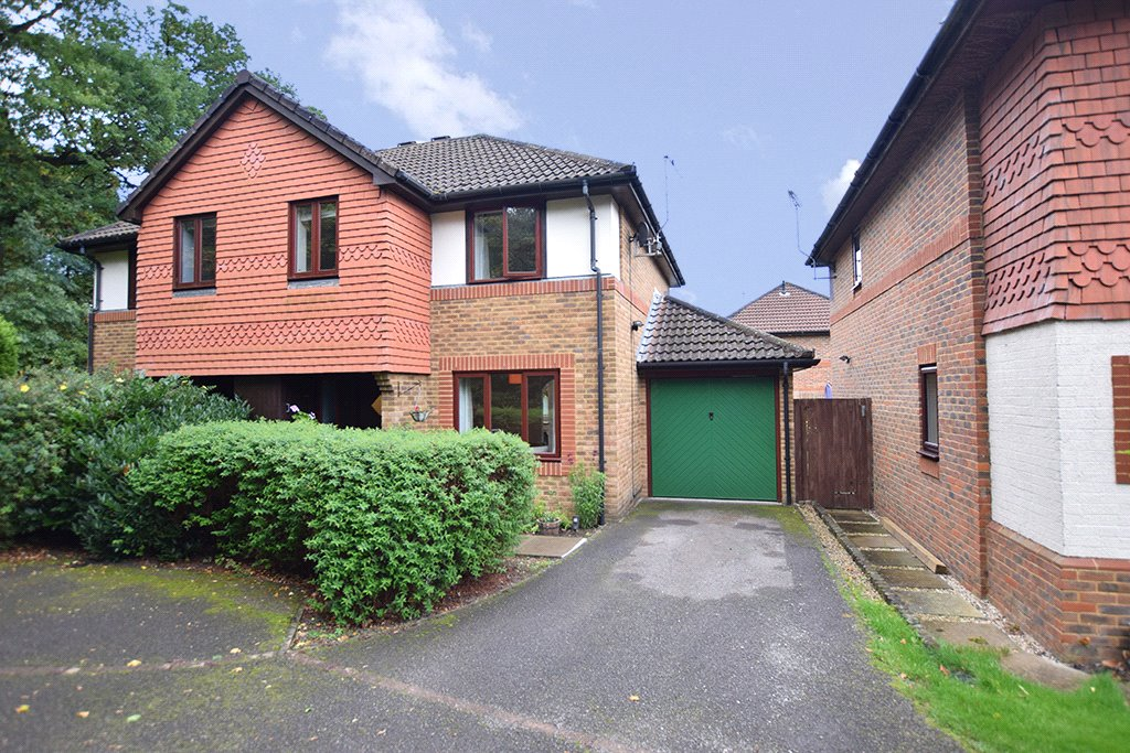 3 Bedrooms Semi Detached House for sale in Sage Walk, Warfield, Berkshire, RG42