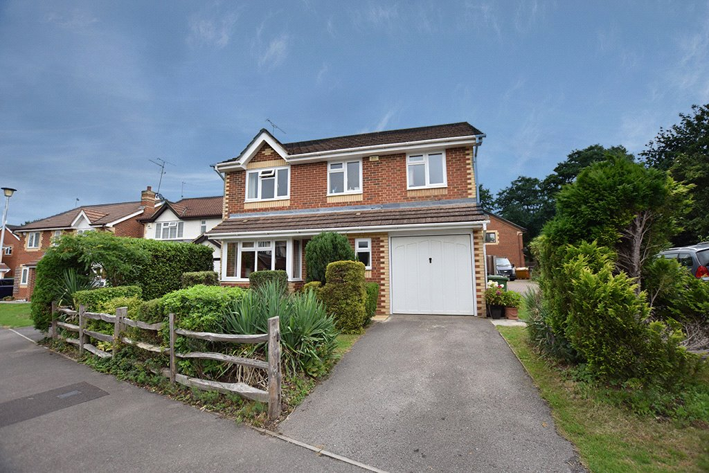 4 Bedrooms Detached House for sale in Walsh Avenue, Warfield, Berkshire, RG42