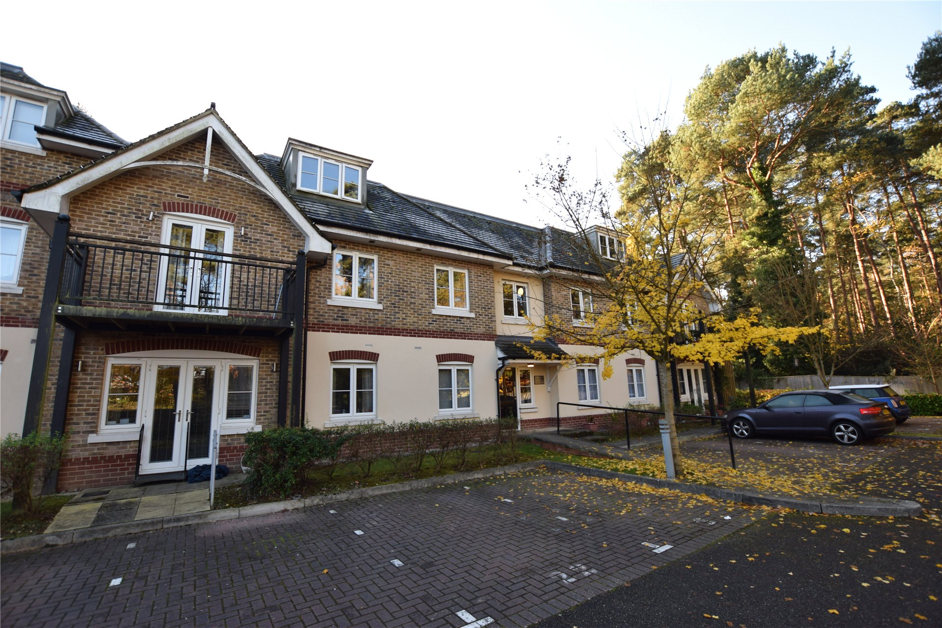 2 Bedrooms Apartment Flat for sale in Aston Grange, Ralphs Ride, Bracknell, Berkshire, RG12