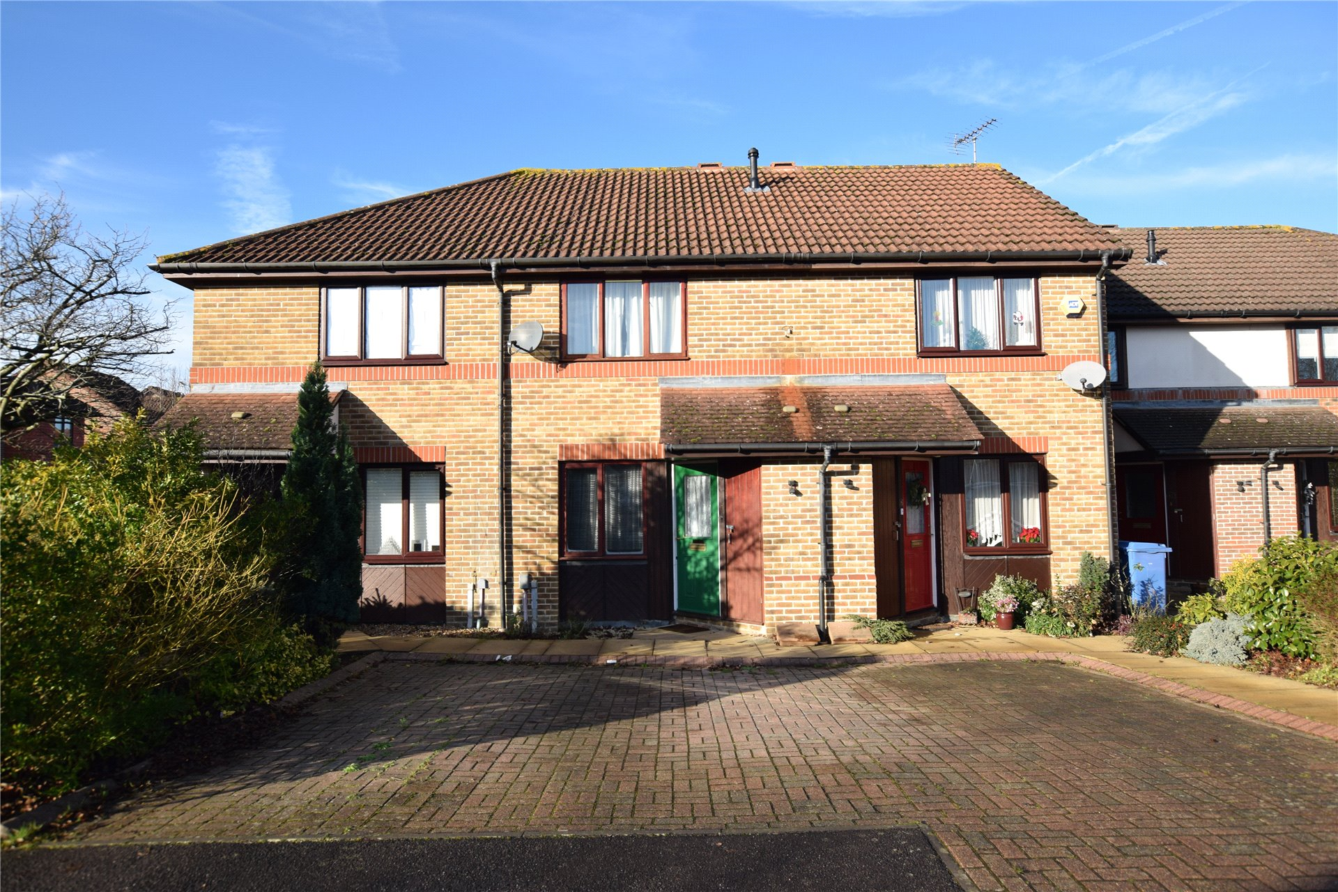 2 Bedrooms Terraced House for sale in Teresa Vale, Warfield, Berkshire, RG42