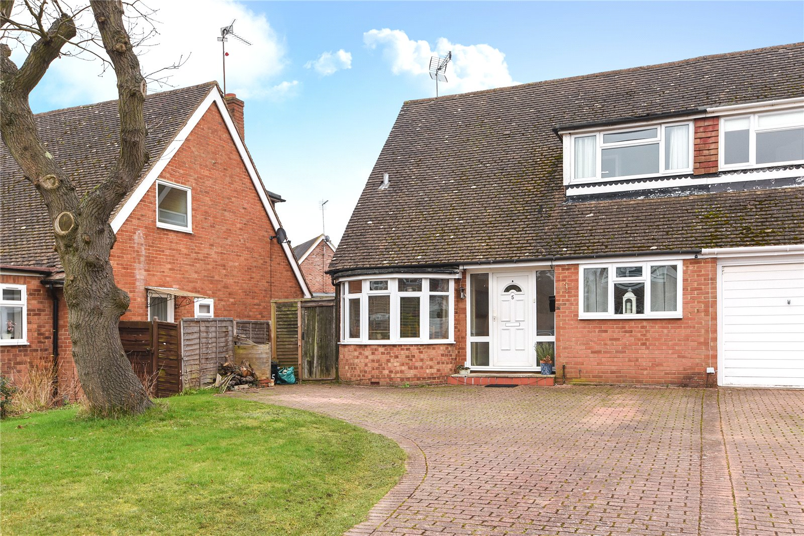 4 Bedrooms Semi Detached House for sale in Deerhurst Avenue, Winnersh, Wokingham, Berkshire, RG41