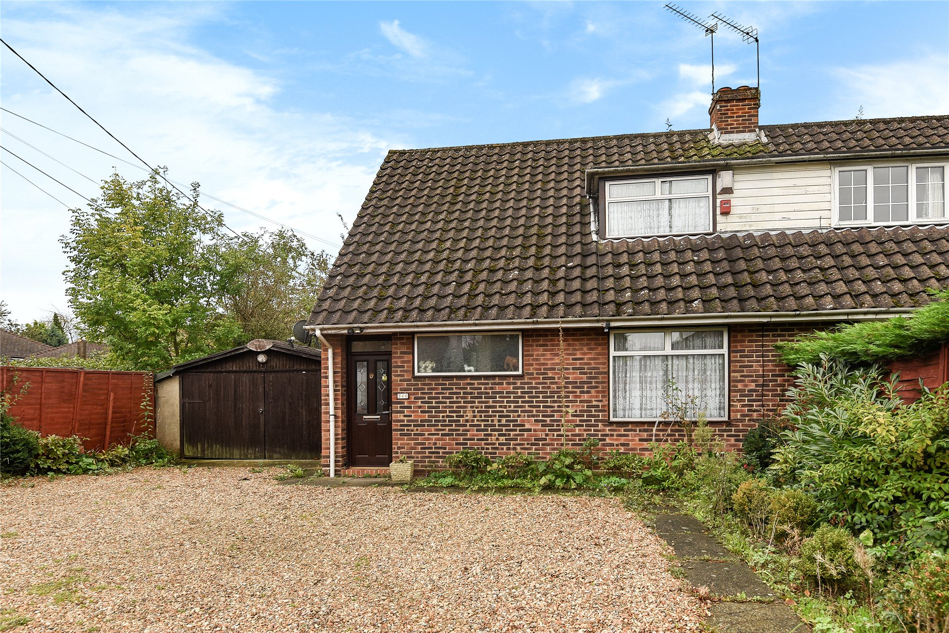 3 Bedrooms Semi Detached House for sale in Reading Road, Winnersh, Wokingham, Berkshire, RG41