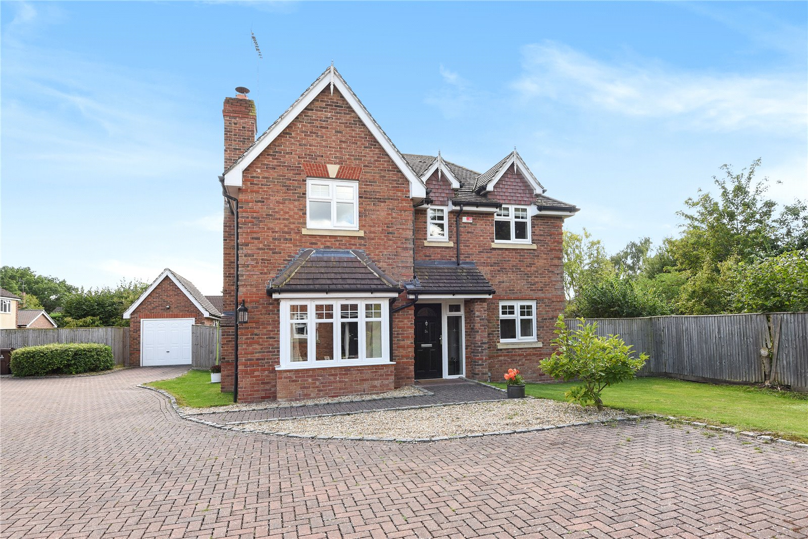 4 Bedrooms Detached House for sale in St Marys Road, Sindlesham, Wokingham, Berkshire, RG41