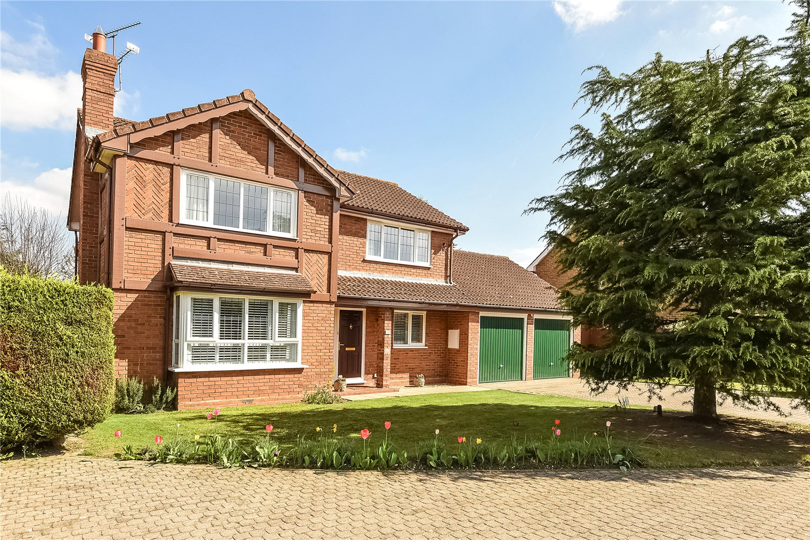4 Bedrooms Detached House for sale in Bluebell Meadow, Winnersh, Wokingham, Berkshire, RG41