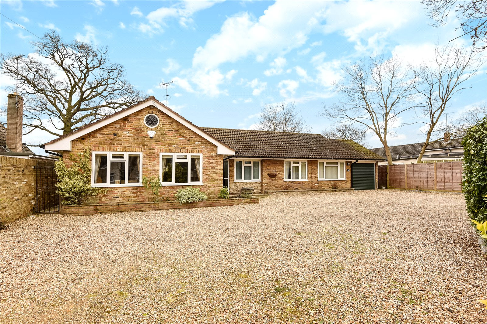 4 Bedrooms Detached Bungalow for sale in Arbor Lane, Winnersh, Wokingham, Berkshire, RG41
