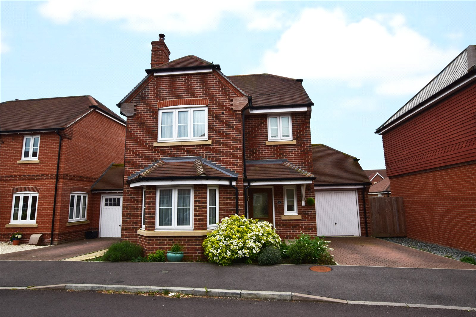 3 Bedrooms Detached House for sale in Blackberry Gardens, Winnersh, Wokingham, Berkshire, RG41