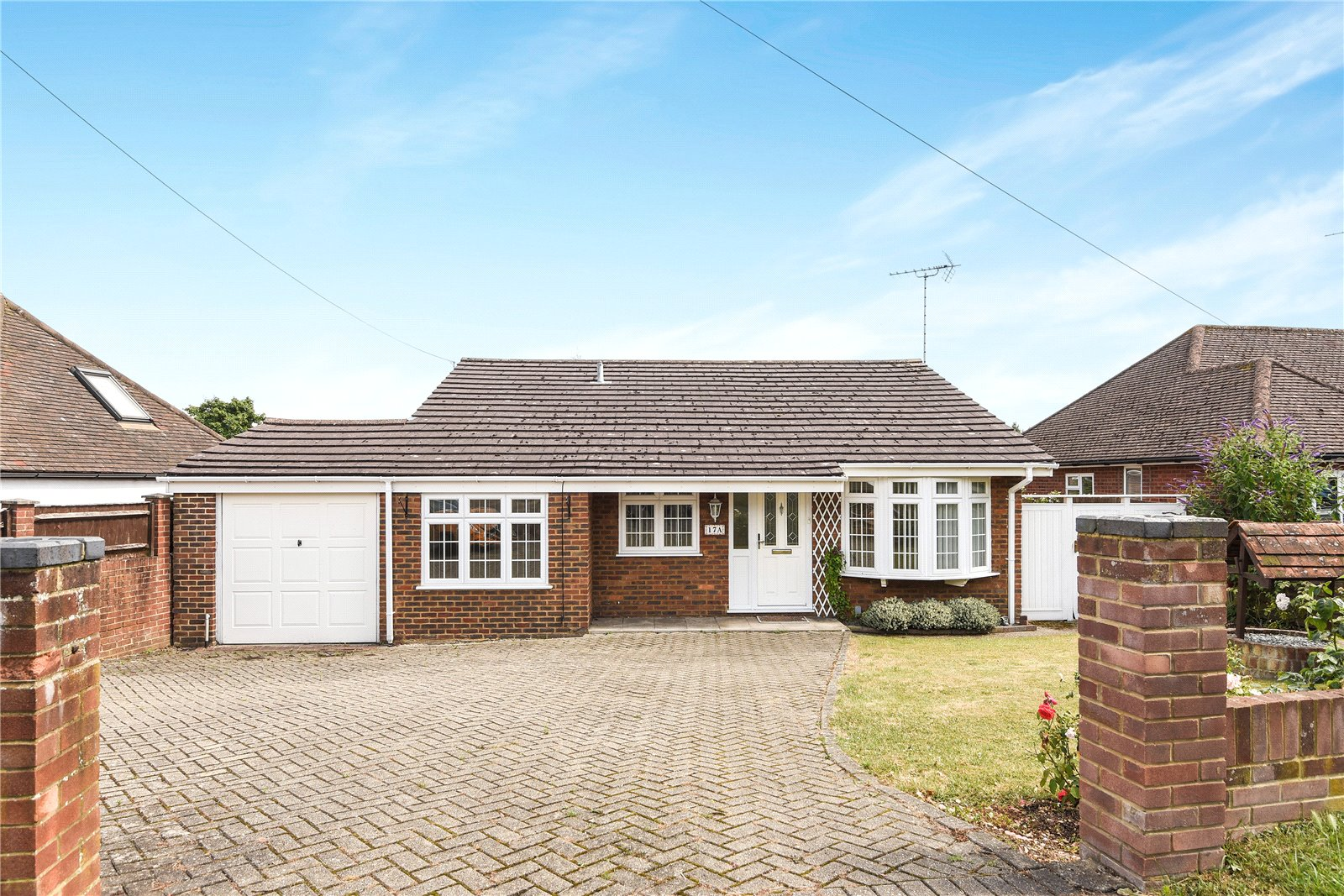 3 Bedrooms Detached Bungalow for sale in Gipsy Lane, Earley, Reading, Berkshire, RG6