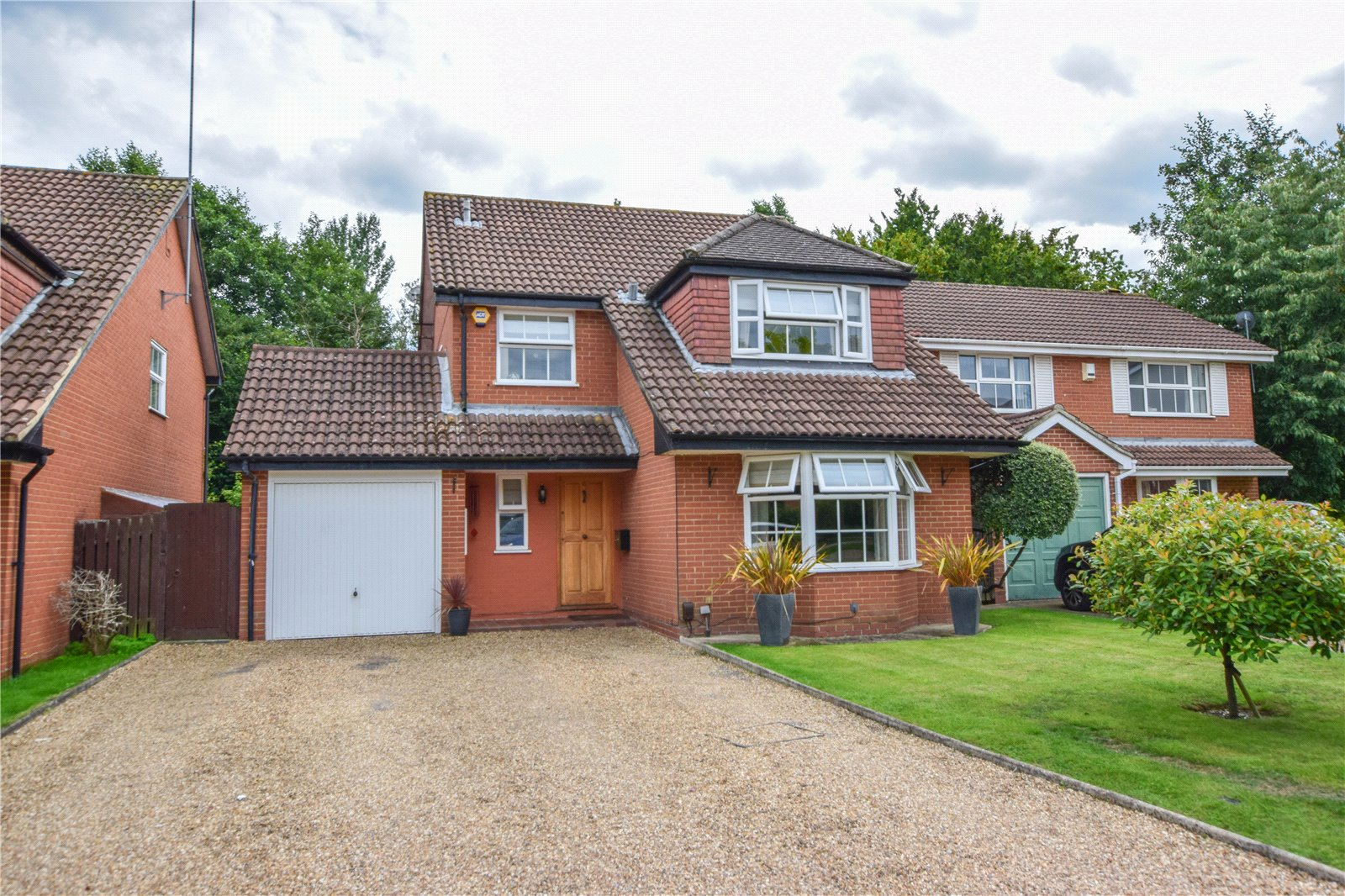 4 Bedrooms Detached House for sale in Rhodes Close, Earley, Reading, Berkshire, RG6