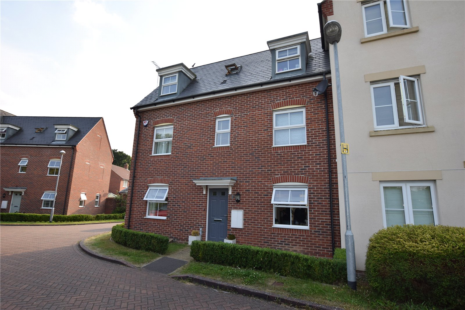 4 Bedrooms Semi Detached House for sale in Quail Corner, Bracknell, Berkshire, RG12