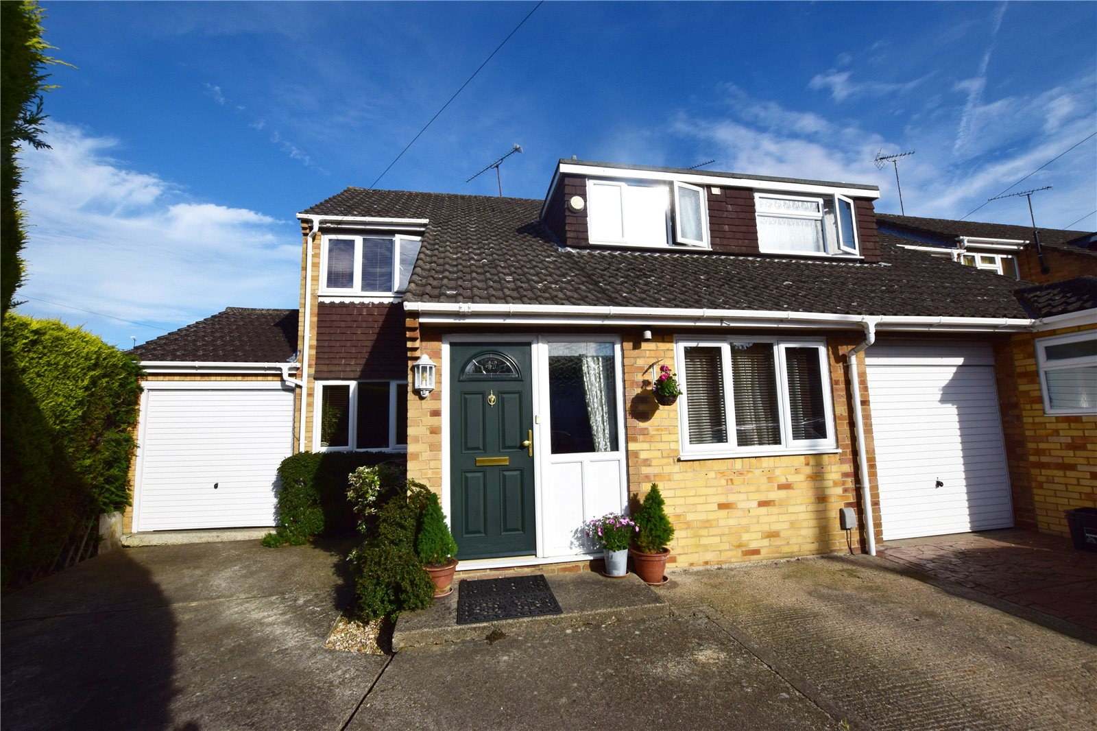 3 Bedrooms End Of Terrace House for sale in Reynards Close, Winnersh, Wokingham, Berkshire, RG41