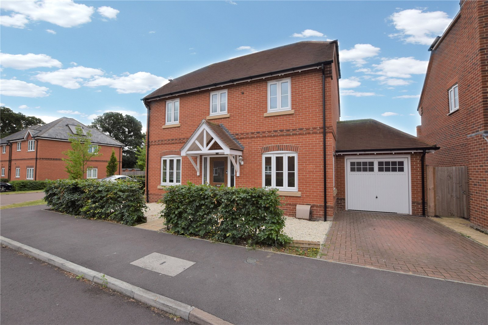 4 Bedrooms Detached House for sale in Blackberry Gardens, Winnersh, Wokingham, Berkshire, RG41