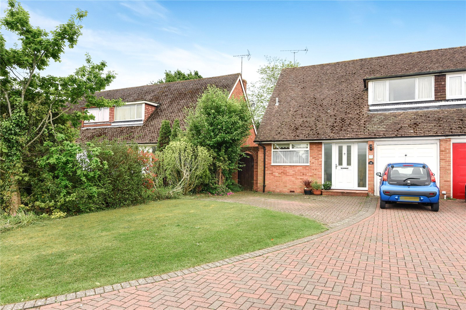 3 Bedrooms Semi Detached House for sale in Deerhurst Avenue, Winnersh, Wokingham, Berkshire, RG41