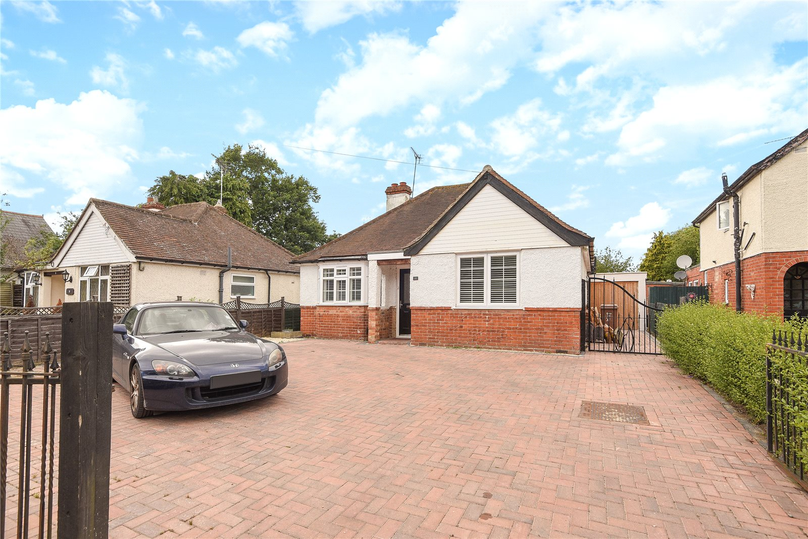 3 Bedrooms Detached Bungalow for sale in Robin Hood Lane, Winnersh, Wokingham, Berkshire, RG41