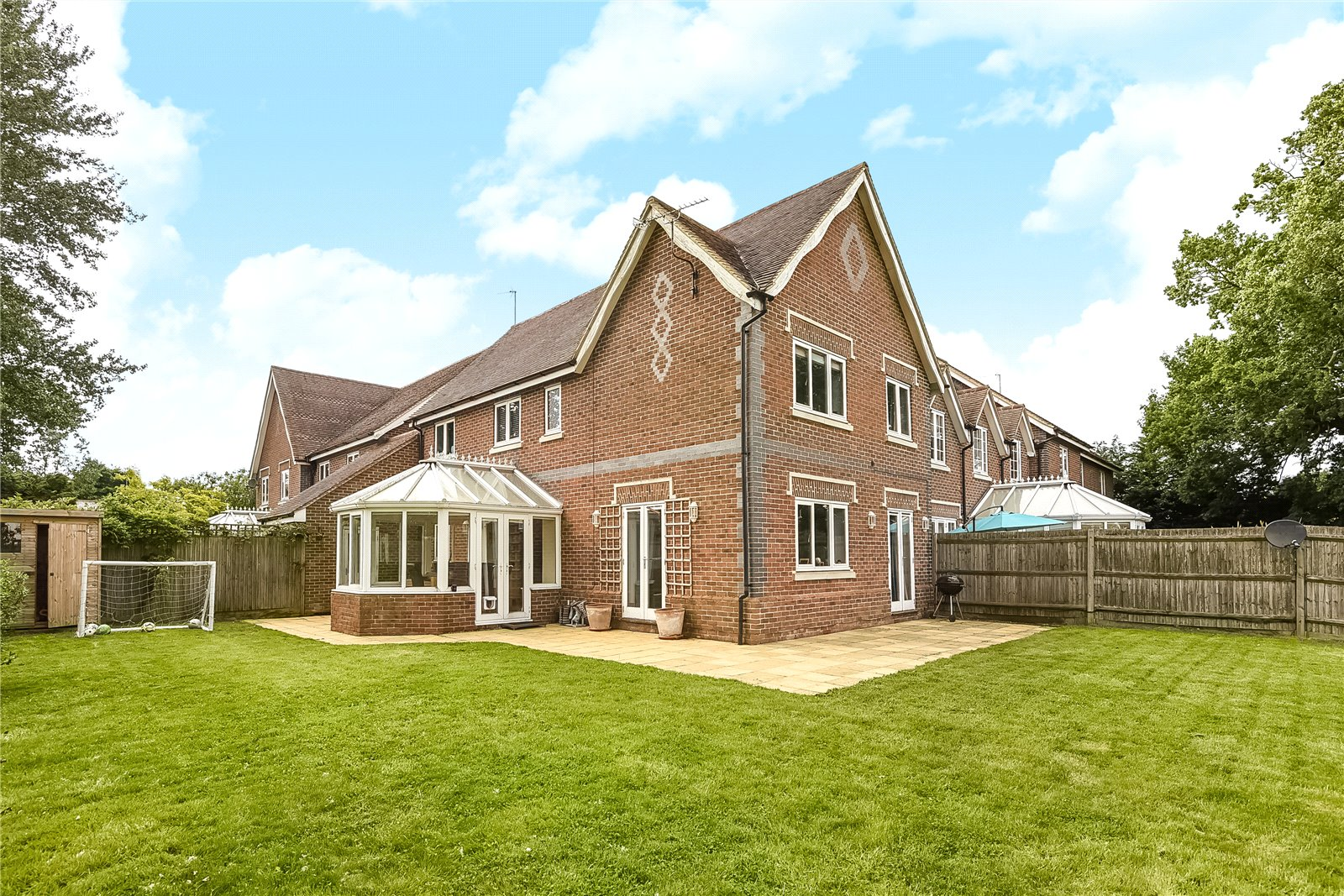 4 Bedrooms Link Detached House for sale in Alder Mews, Sindlesham, Wokingham, Berkshire, RG41