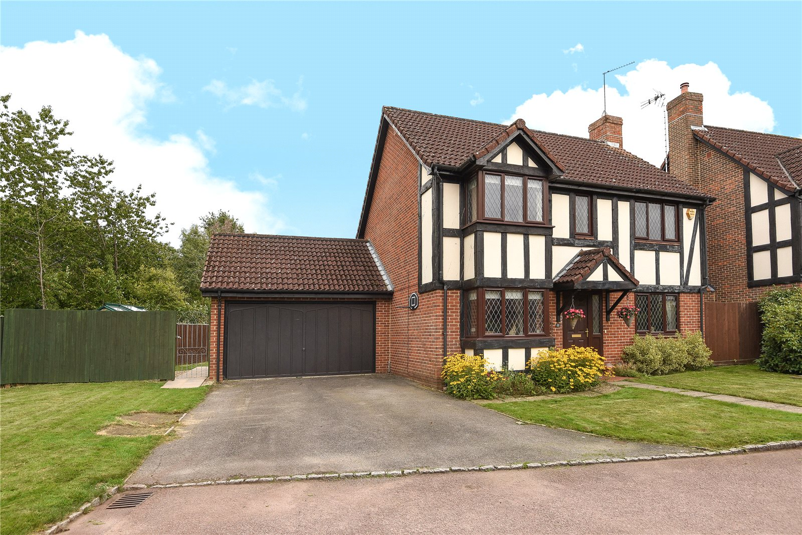 4 Bedrooms Detached House for sale in Woodward Close, Winnersh, Wokingham, Berkshire, RG41