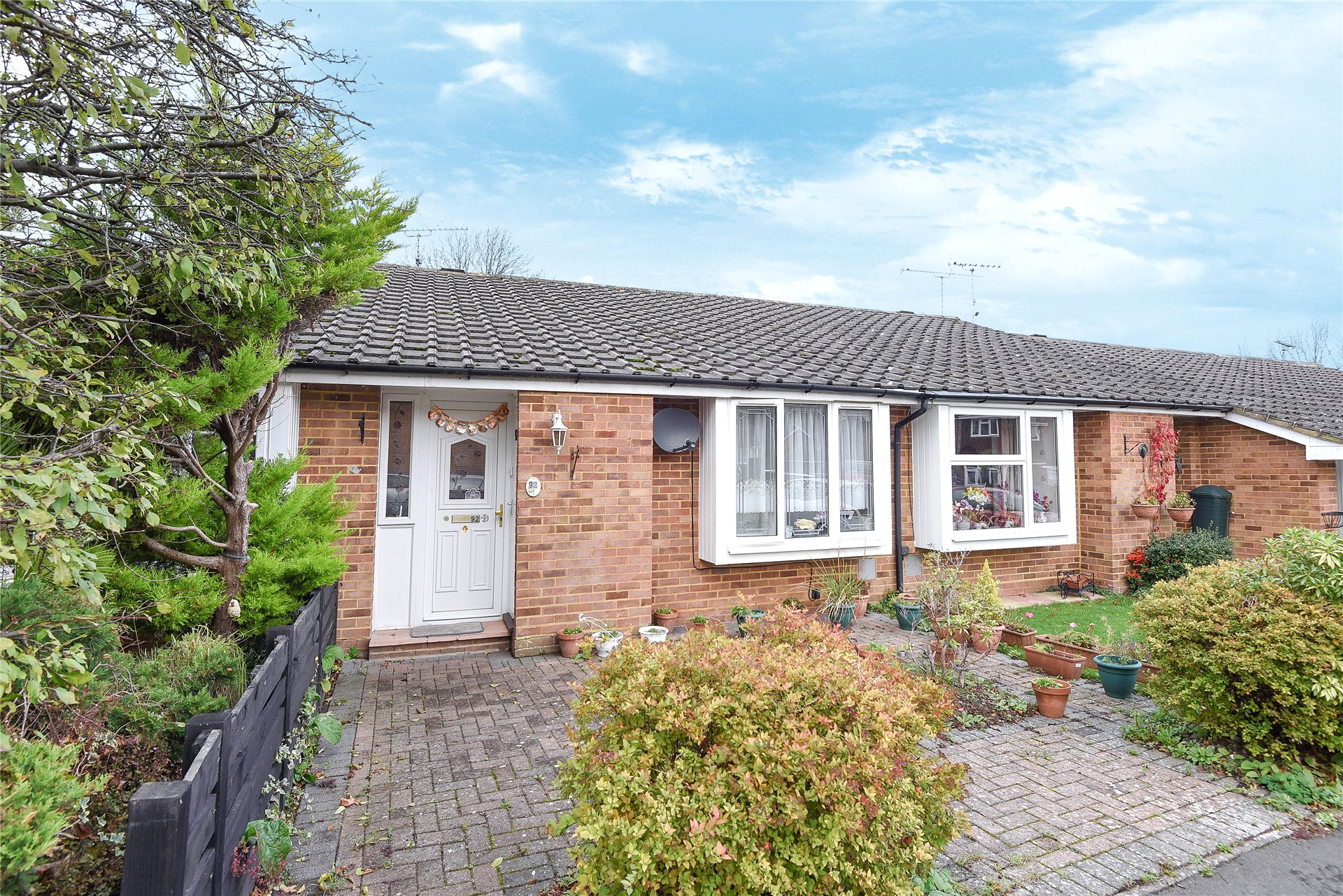 2 Bedrooms Terraced Bungalow for sale in Knightswood, Bracknell, Berkshire, RG12