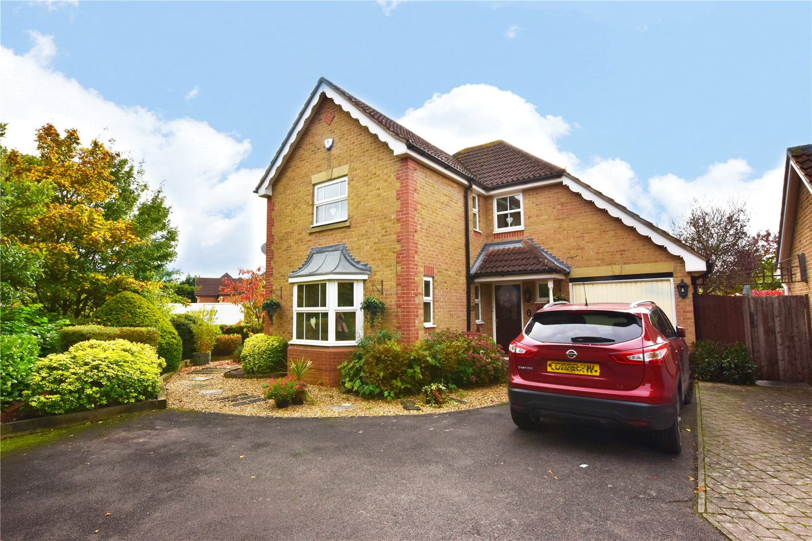 4 Bedrooms Detached House for sale in Master Close, Woodley, Reading, Berkshire, RG5