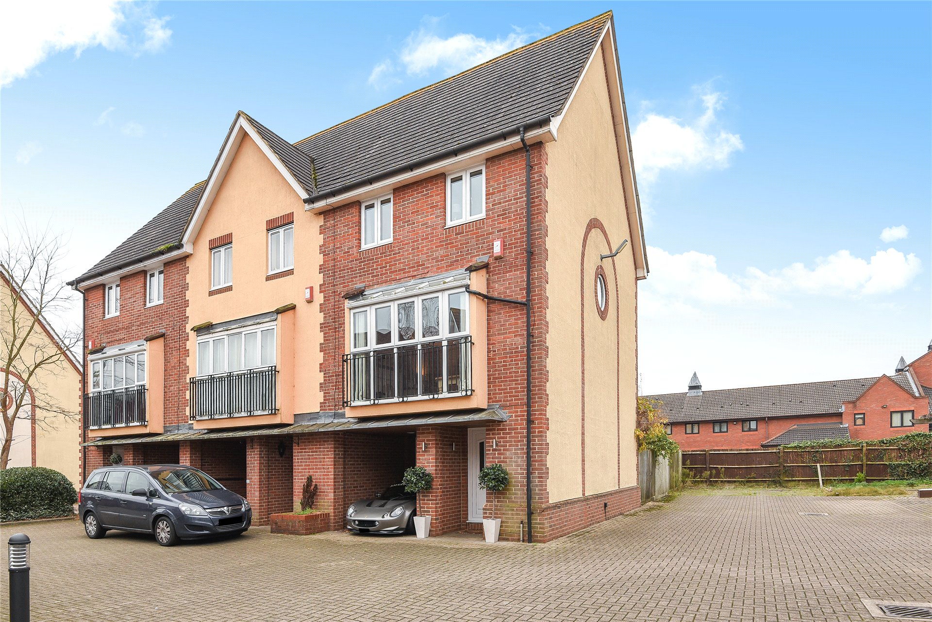 3 Bedrooms End Of Terrace House for sale in Hartigan Place, Woodley, Reading, Berkshire, RG5