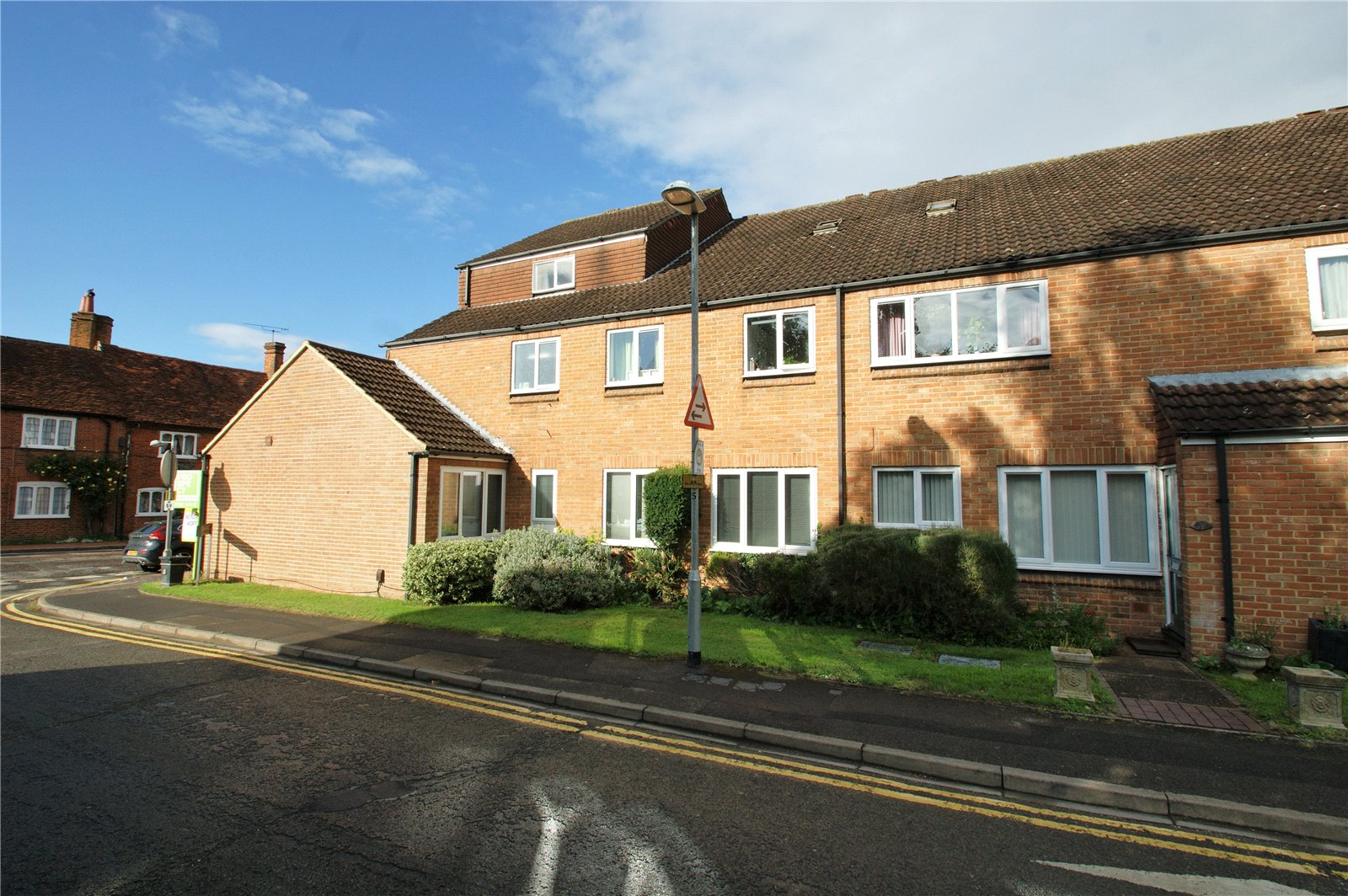 2 Bedrooms Apartment Flat for sale in Rose Street, Wokingham, Berkshire, RG40