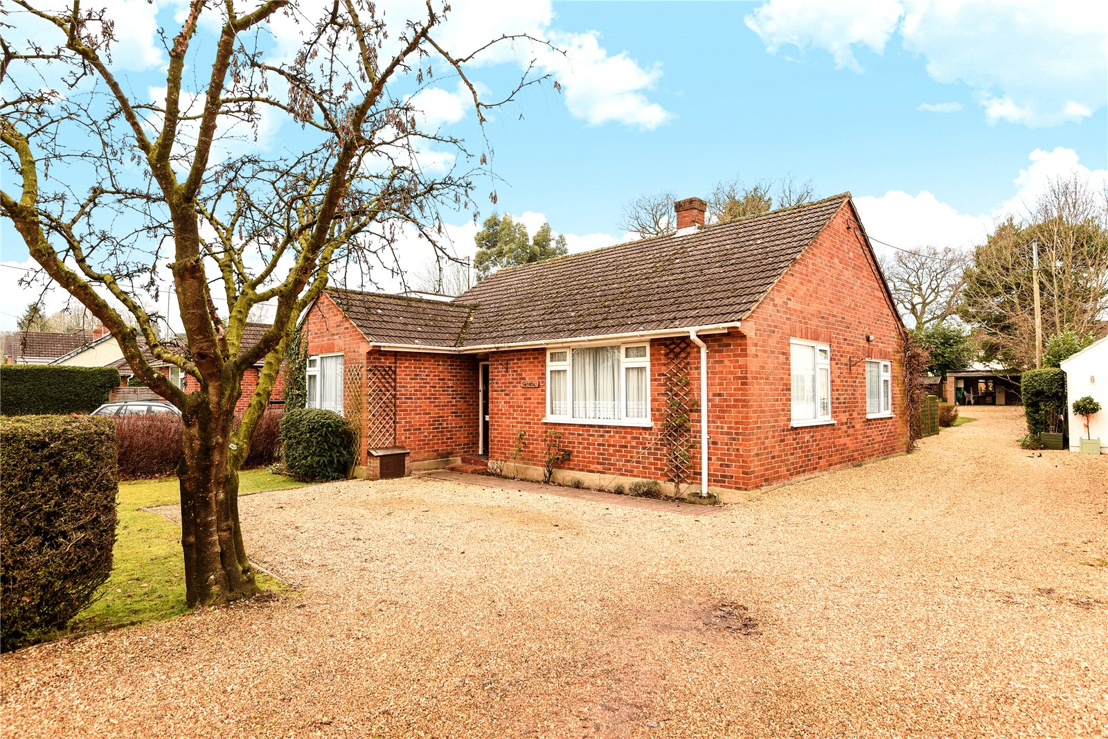4 Bedrooms Detached Bungalow for sale in Barkham Road, Wokingham, Berkshire, RG41