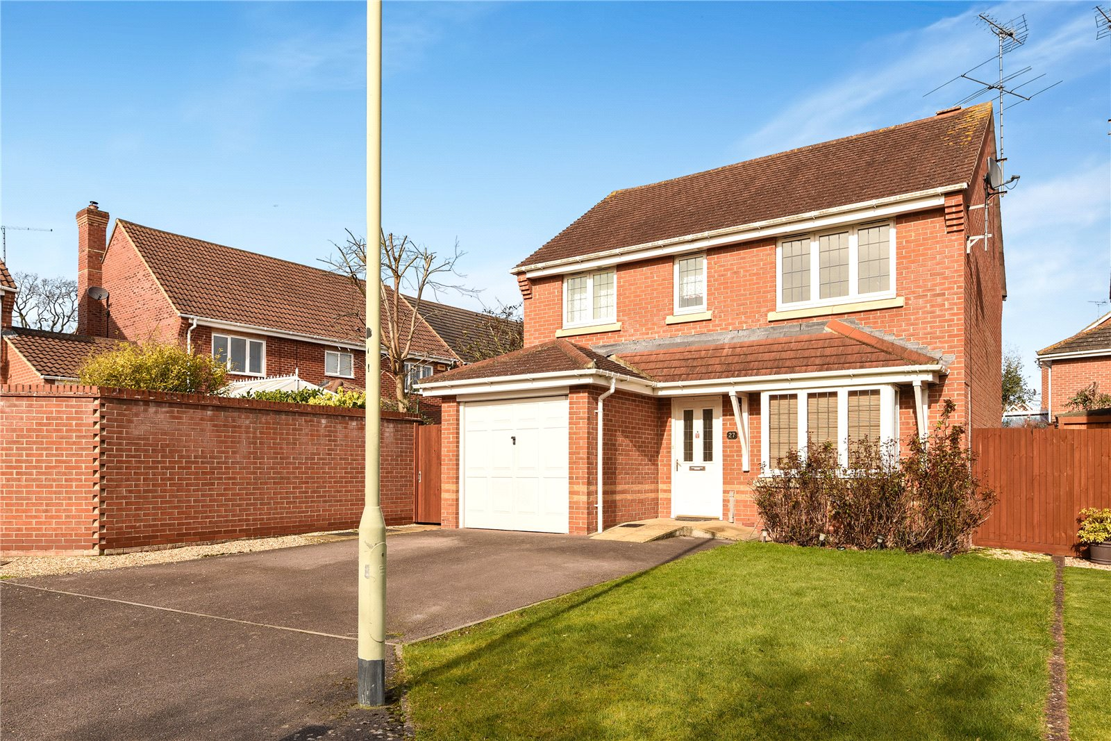 3 Bedrooms Detached House for rent in Arbery Way, Arborfield, Reading, Berkshire, RG2