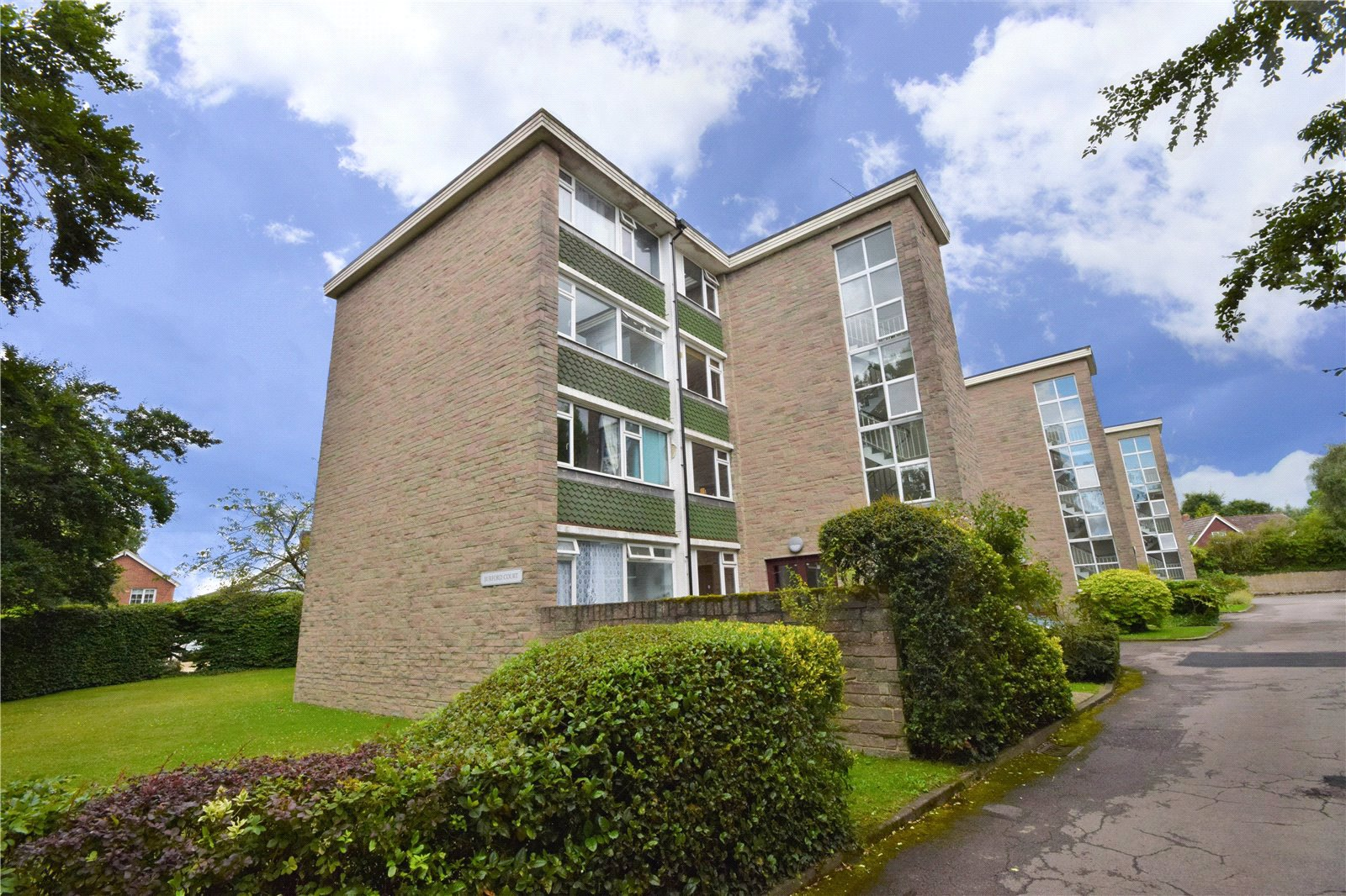 2 Bedrooms Apartment Flat for sale in Burford Court, Rances Lane, Wokingham, Berkshire, RG40
