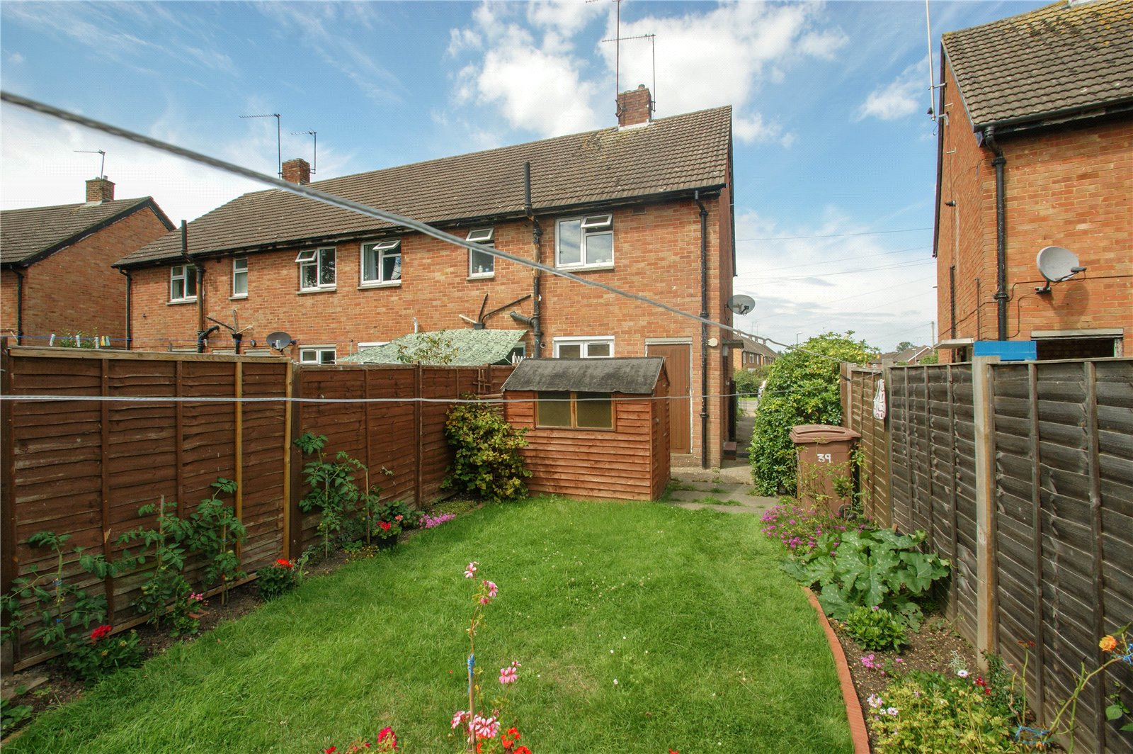 2 Bedrooms Maisonette Flat for sale in Longs Way, Wokingham, Berkshire, RG40