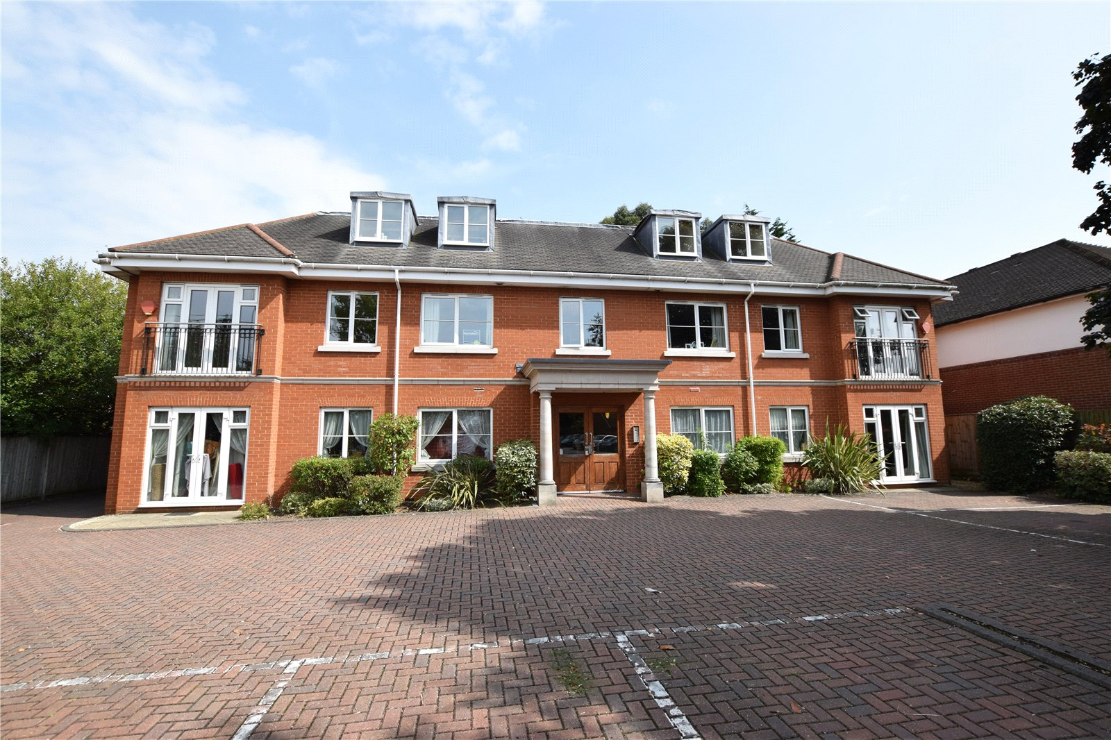 2 Bedrooms Apartment Flat for sale in Sandford Court, Winnersh, Berkshire, RG41