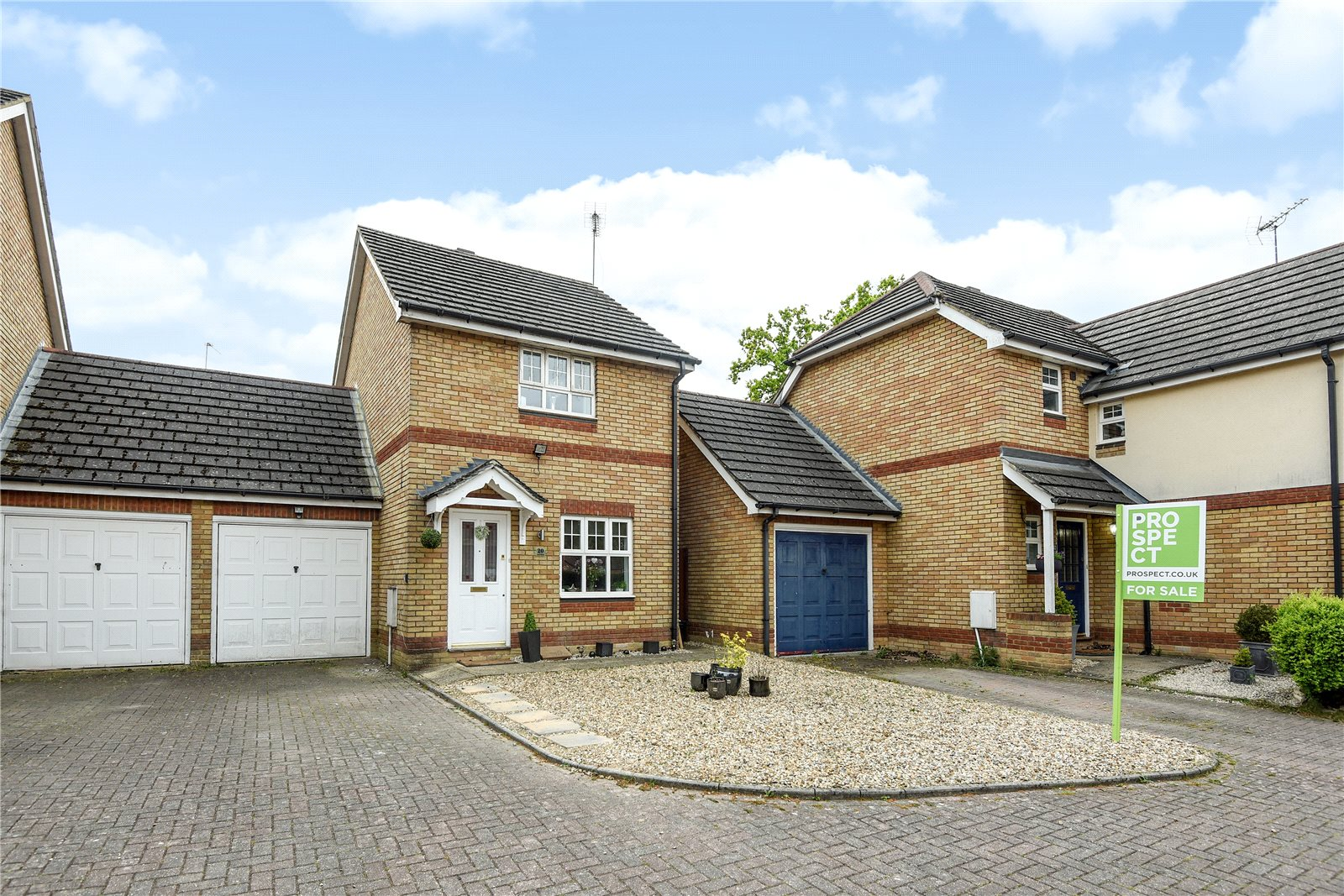 3 Bedrooms Semi Detached House for sale in Tyler Drive, Arborfield, Berkshire, RG2