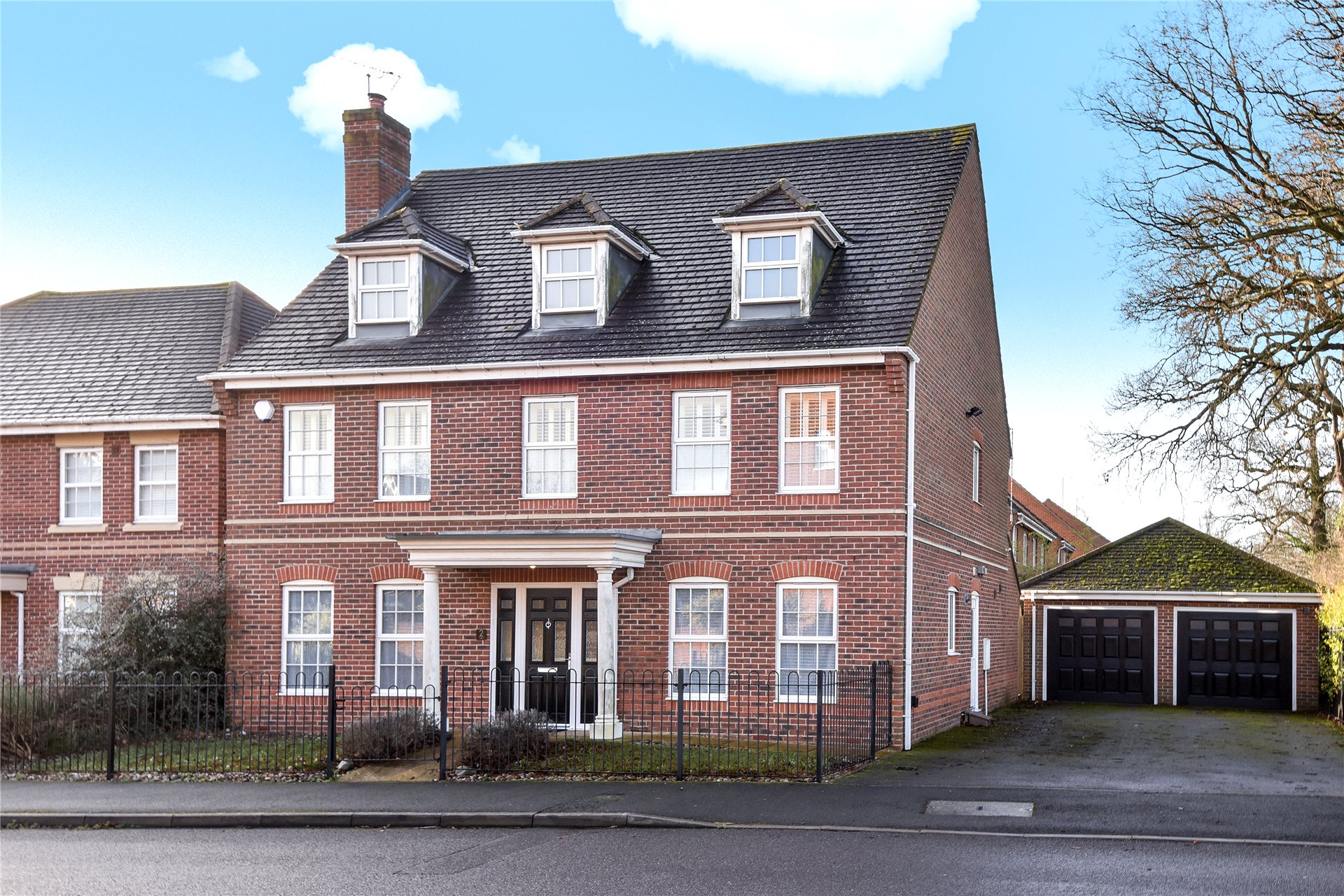 4 Bedrooms Detached House for rent in Arbery Way, Arborfield, Reading, Berkshire, RG2