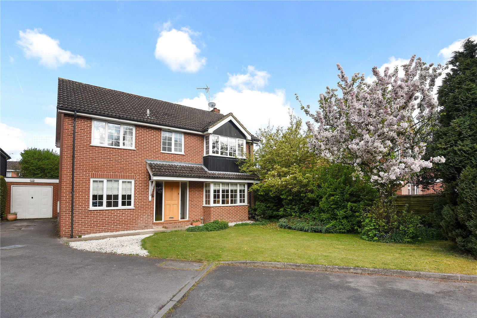 4 Bedrooms Detached House for sale in Washington Gardens, Finchampstead, Berkshire, RG40