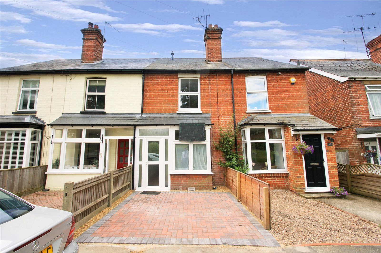 2 Bedrooms Terraced House for sale in Gipsy Lane, Wokingham, Berkshire, RG40