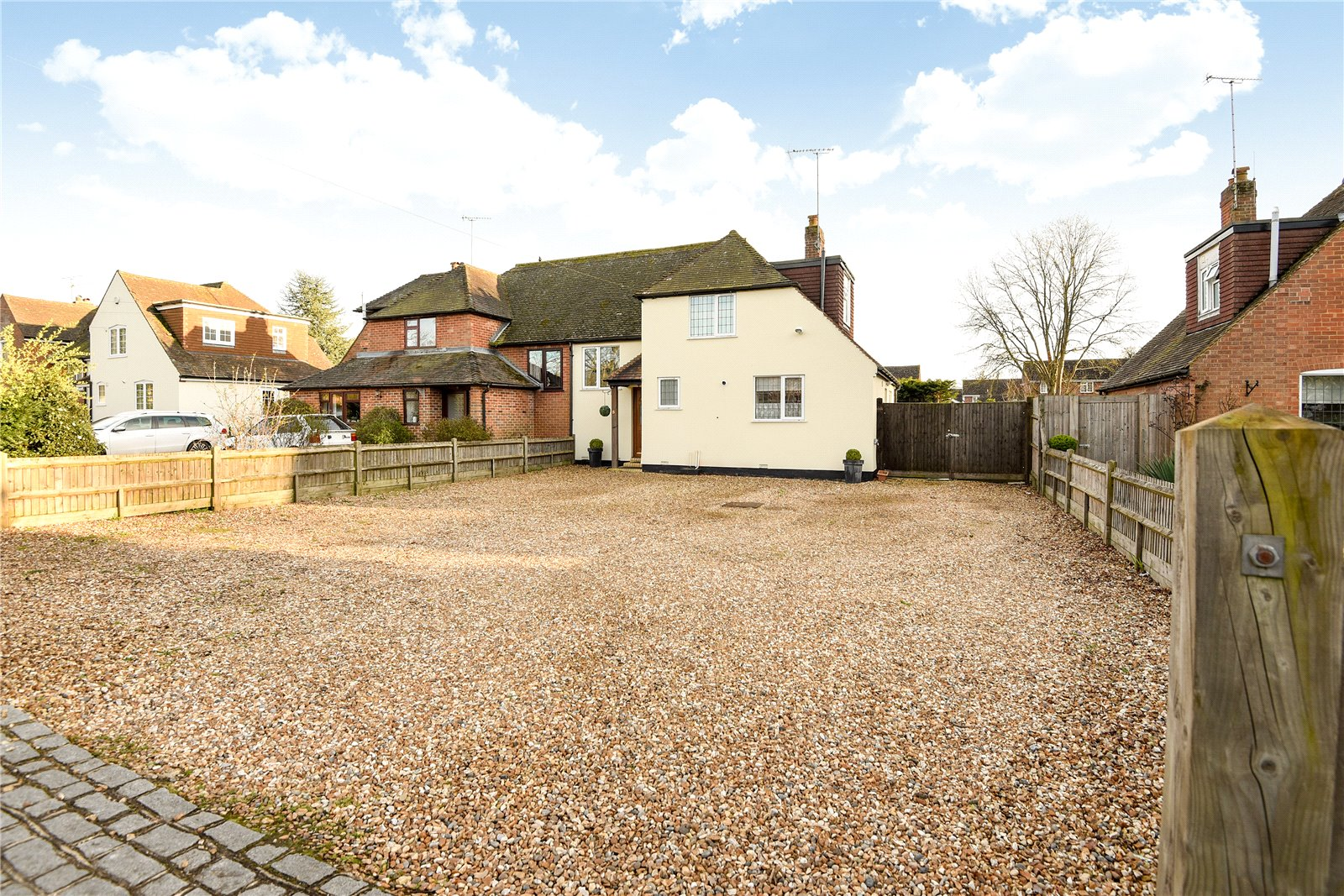 3 Bedrooms Semi Detached House for sale in The Village, Finchampstead, Wokingham, Berkshire, RG40