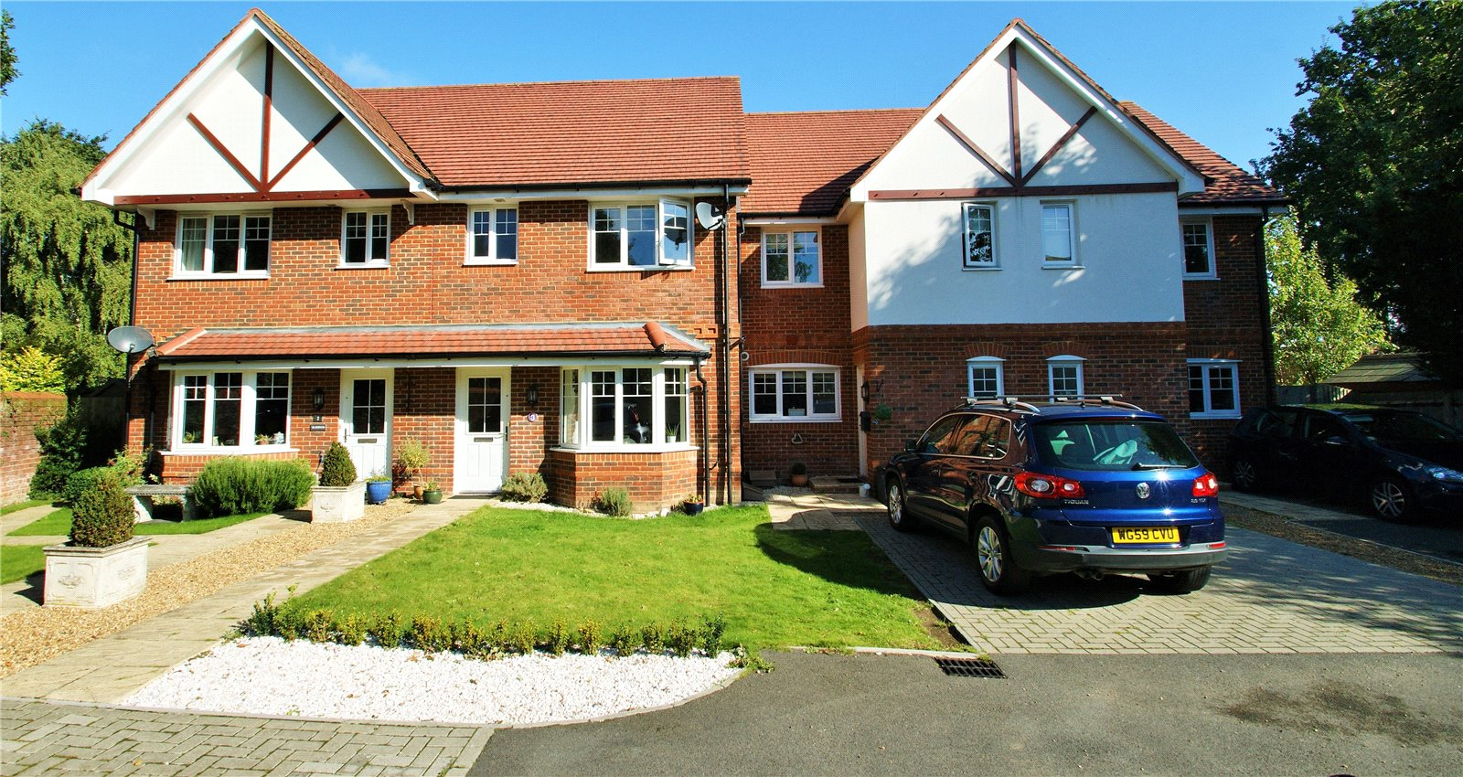 3 Bedrooms Terraced House for sale in Kerr Gardens, London Road, Wokingham, Berkshire, RG40