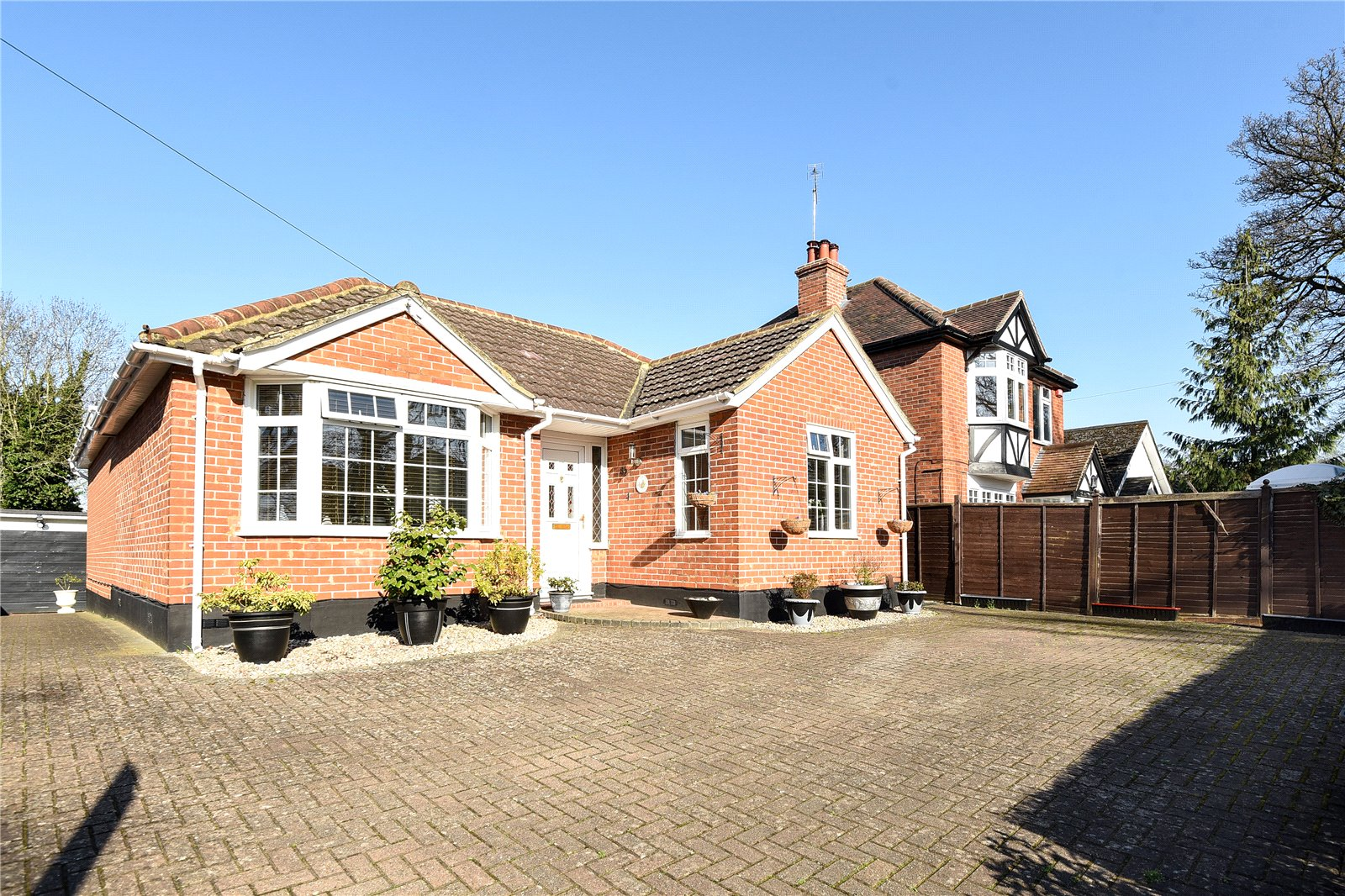3 Bedrooms Detached Bungalow for sale in Reading Road, Wokingham, Berkshire, RG41