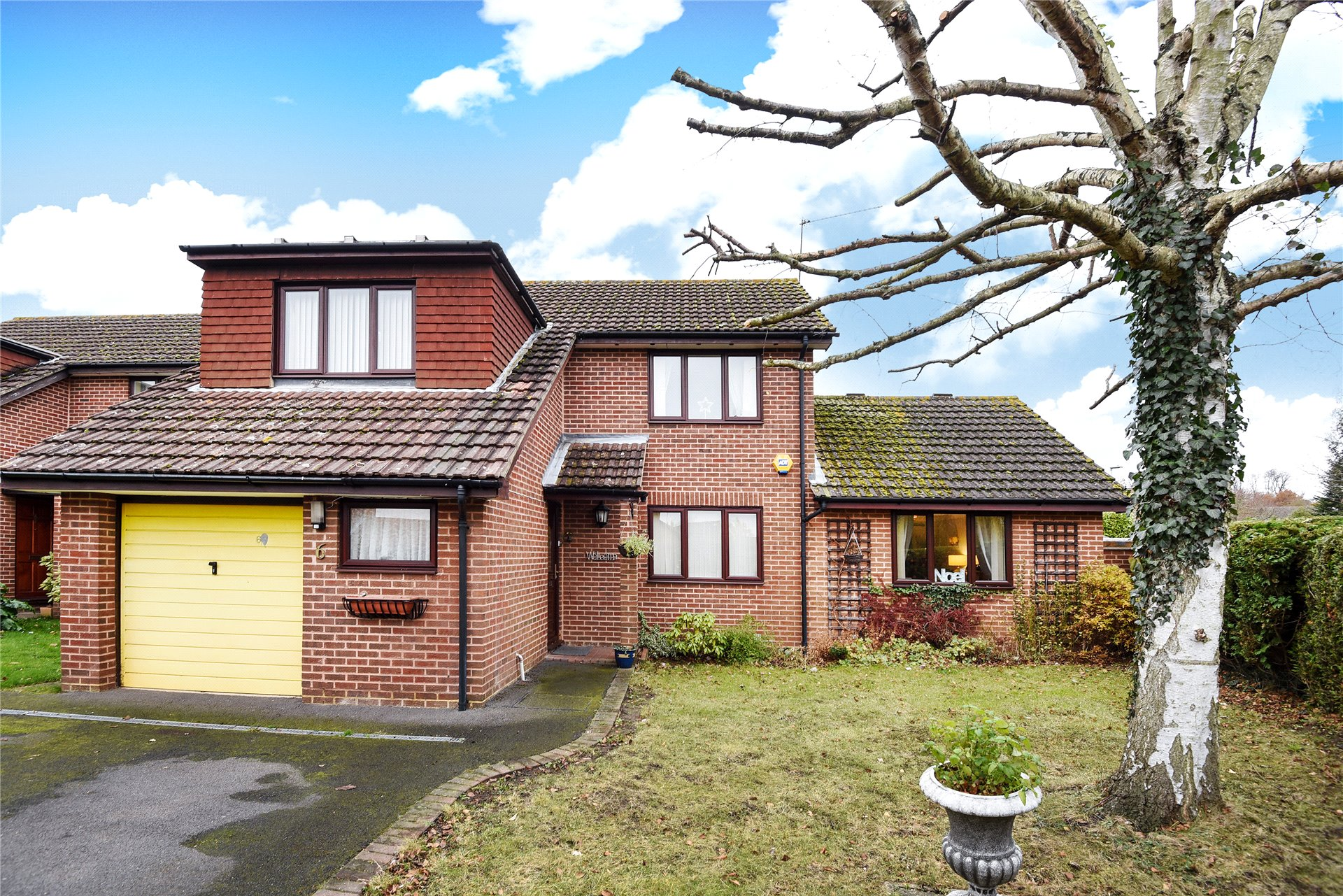 3 Bedrooms Detached House for sale in Mons Close, Wokingham, Berkshire, RG41