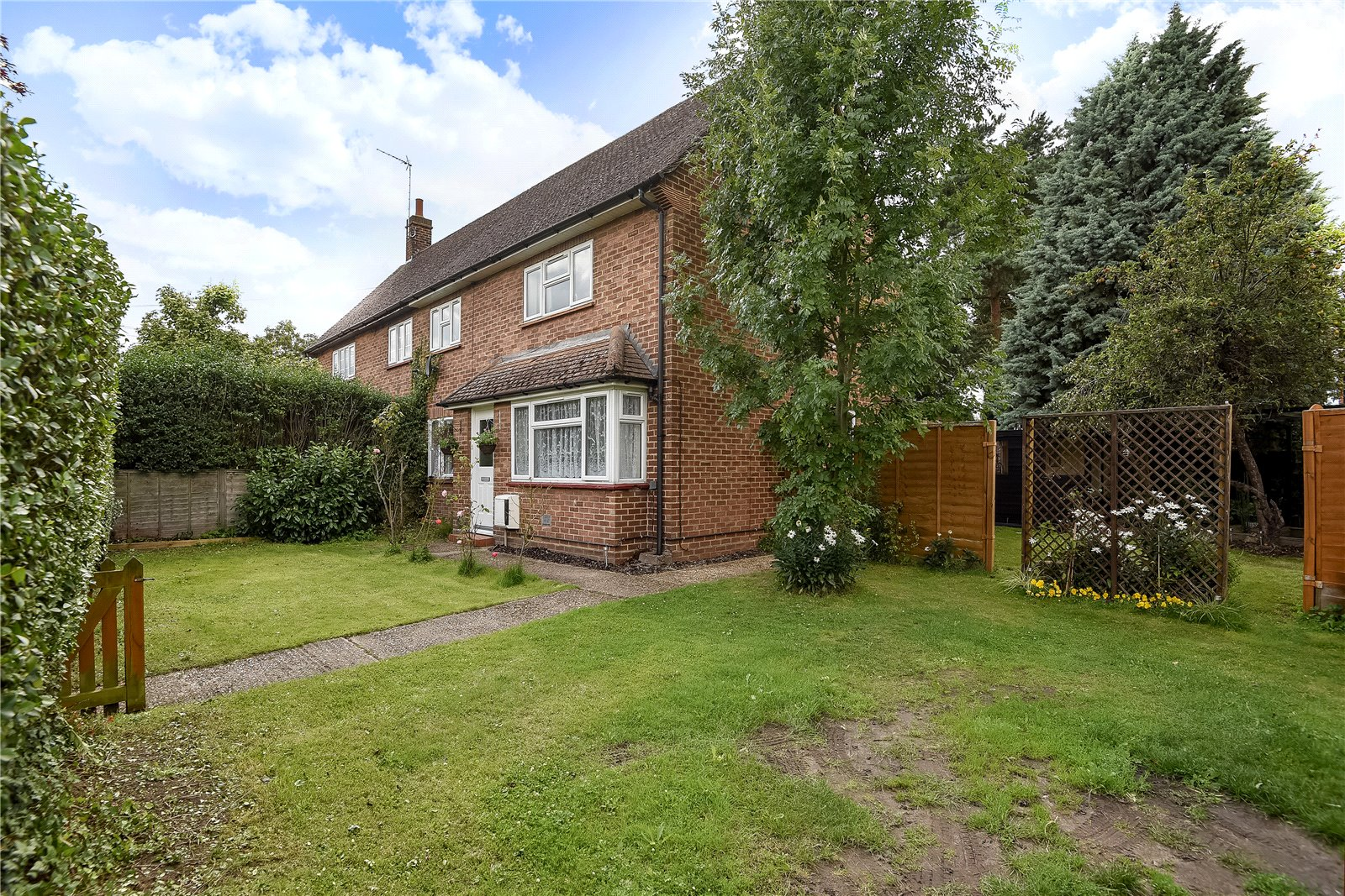 3 Bedrooms Semi Detached House for sale in Barrett Crescent, Wokingham, Berkshire, RG40