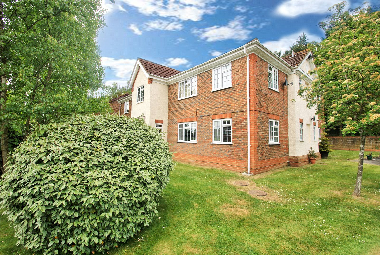 1 Bedroom Apartment Flat for sale in Dodsells Well, Finchampstead, Berkshire, RG40