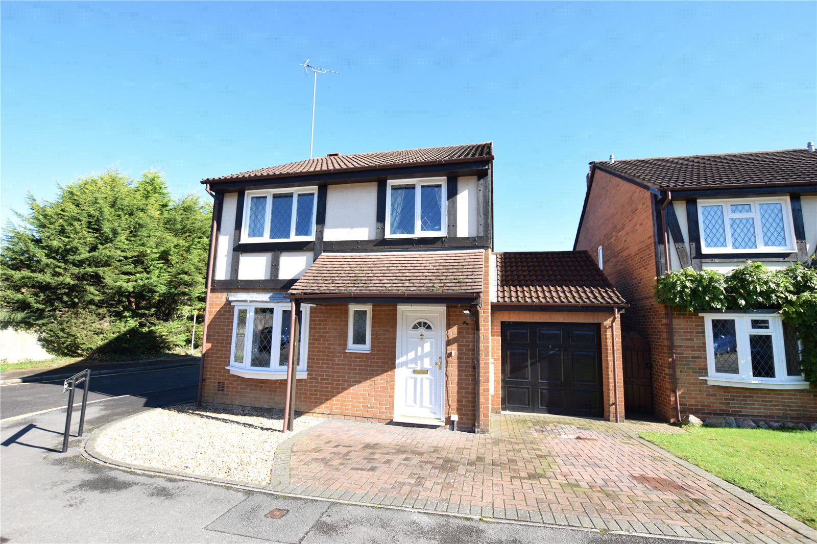4 Bedrooms Detached House for sale in Leafield Copse, Bracknell, Berkshire, RG12