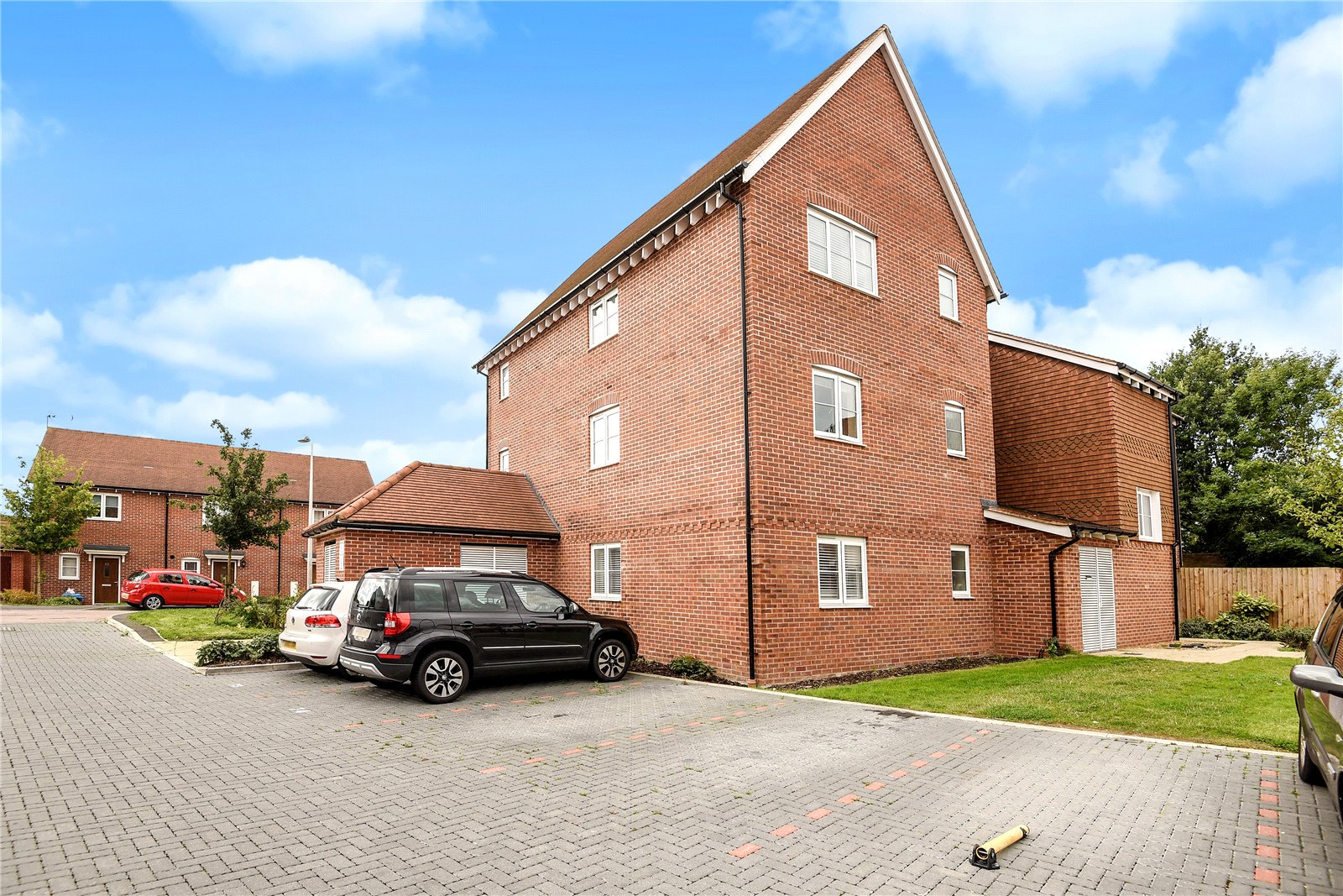 2 Bedrooms Apartment Flat for sale in Outfield Crescent, Wokingham, Berkshire, RG40
