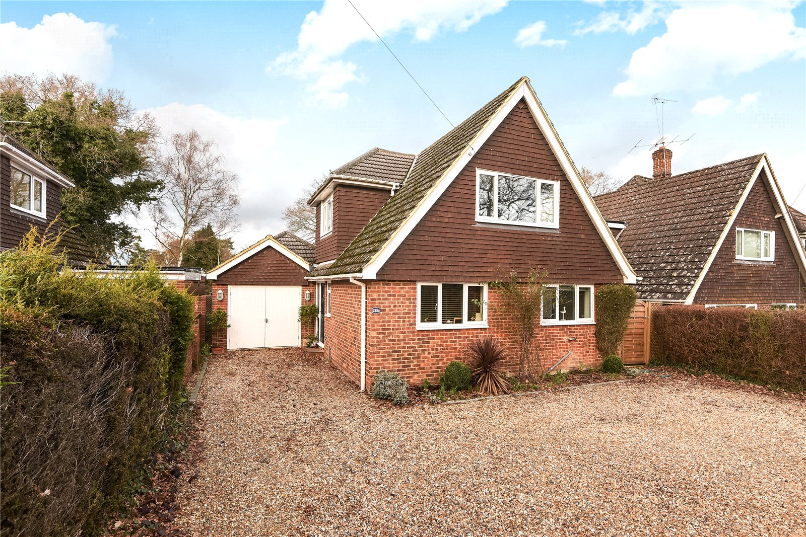 4 Bedrooms Detached House for sale in Nine Mile Ride, Finchampstead, Wokingham, Berkshire, RG40