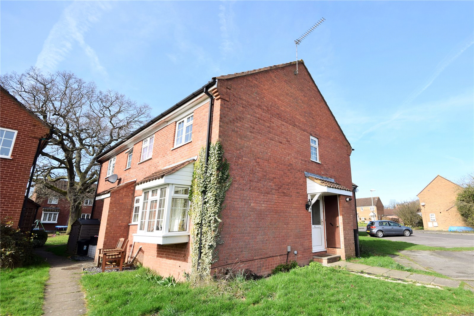 2 Bedrooms Terraced House for sale in Bedfordshire Way, Wokingham, Berkshire, RG41