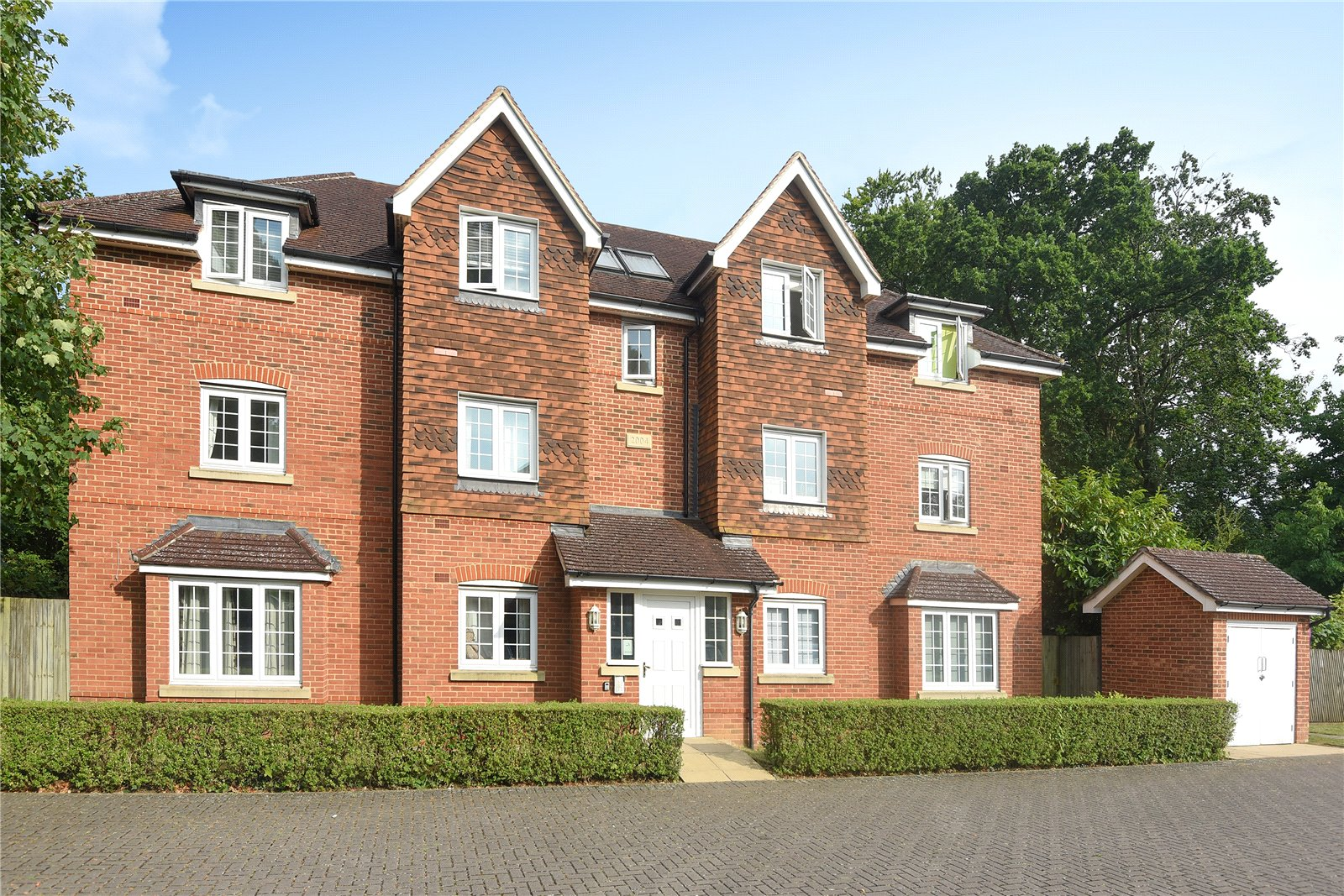 2 Bedrooms Apartment Flat for sale in Landen Grove, Wokingham, Berkshire, RG41