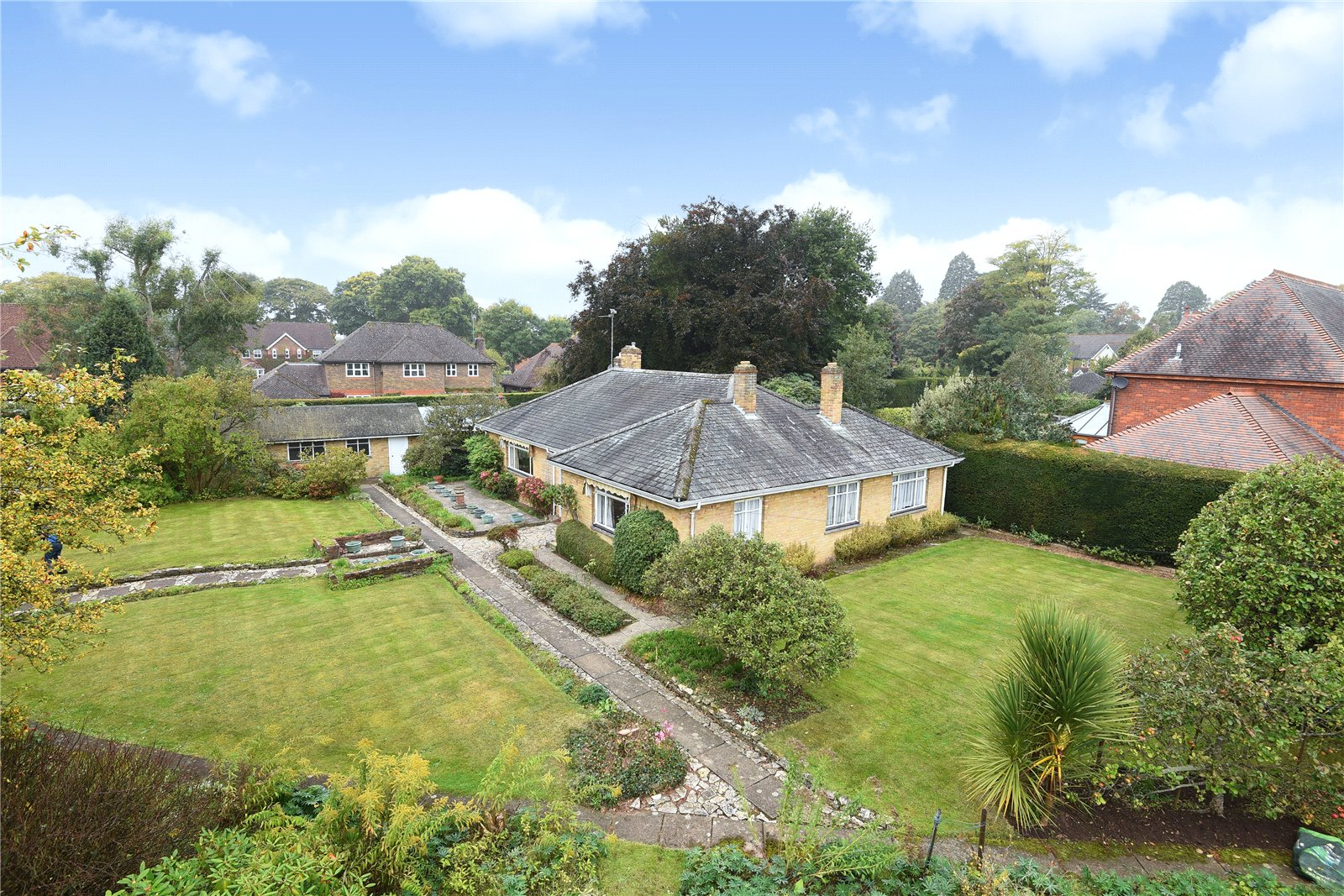 3 Bedrooms Detached Bungalow for sale in Gipsy Lane, Wokingham, Berkshire, RG40